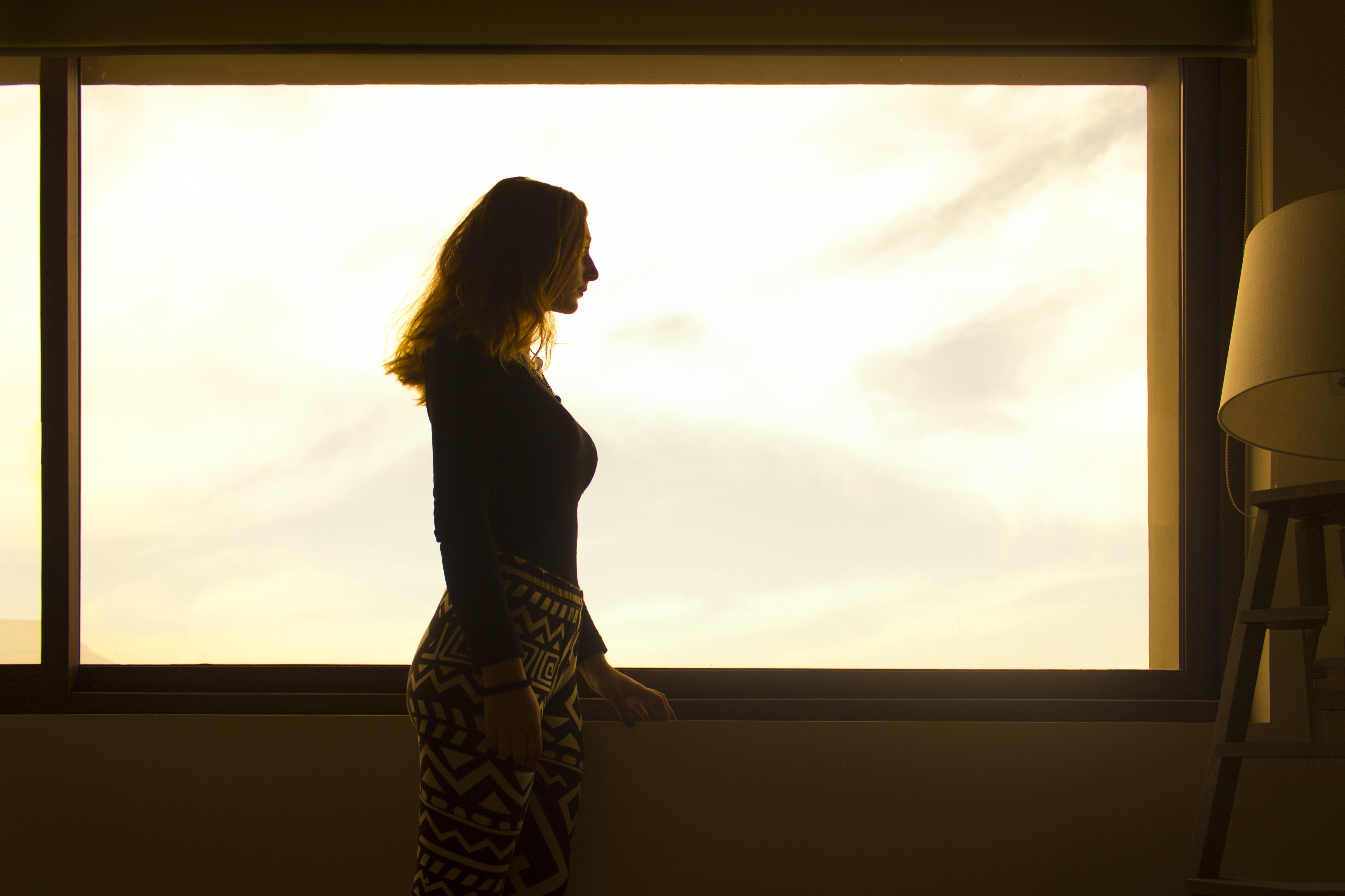 однако, есть как сфотографировать силуэт напротив окна райх