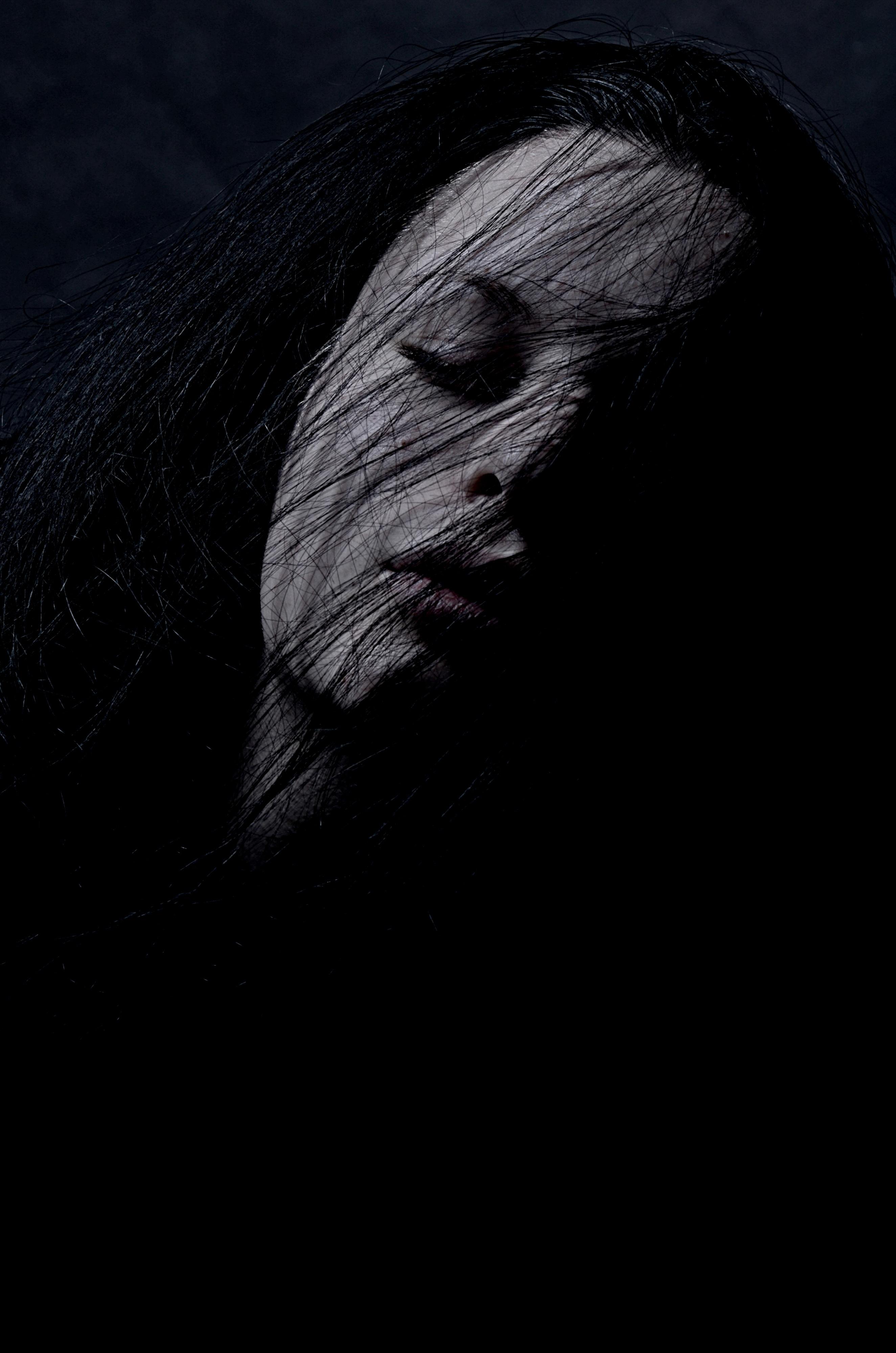 Gambar Bayangan Hitam Cahaya Hitam Dan Putih Gadis Rambut Kesedihan Kegelapan Satu Warna Merapatkan Tubuh Manusia Mata Kepala Organ Depresi Fotografi Monokrom 2649x4000 836628 Galeri Foto Pxhere