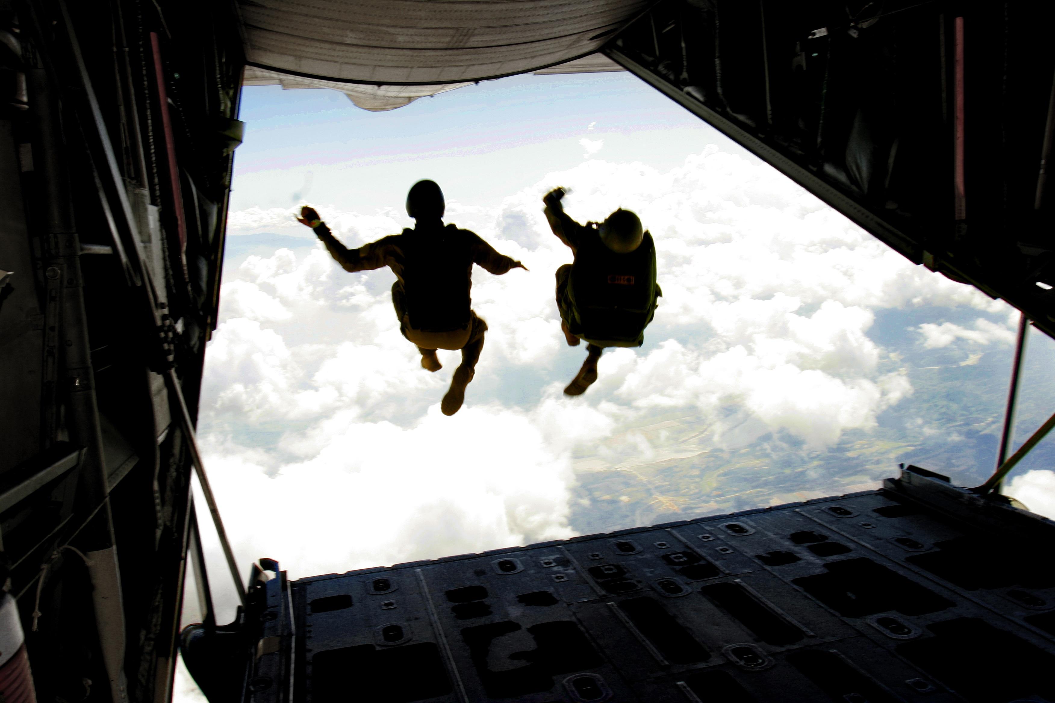 Прыжок с самолета картинка
