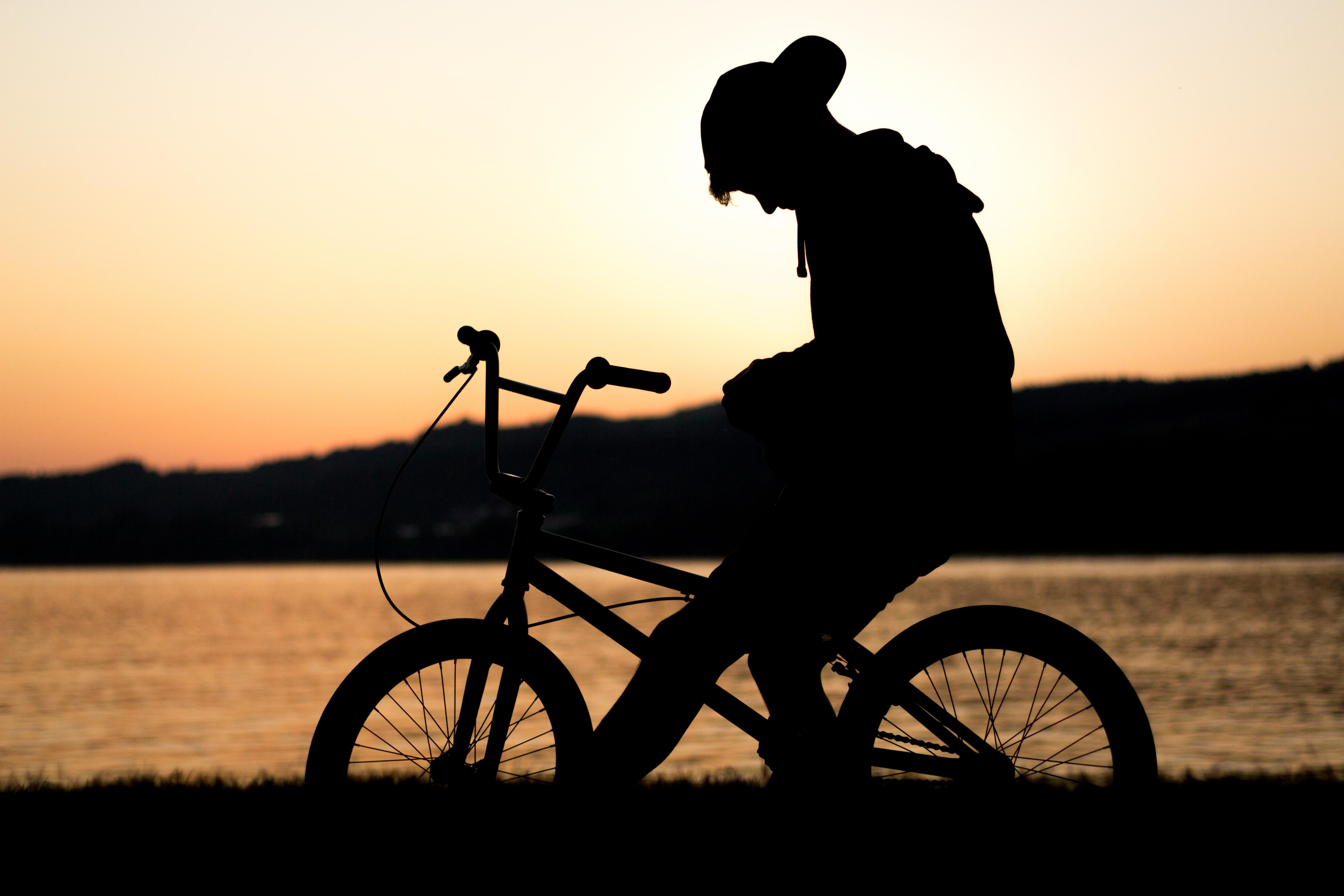 Днем, картинки мужчина на велосипеде