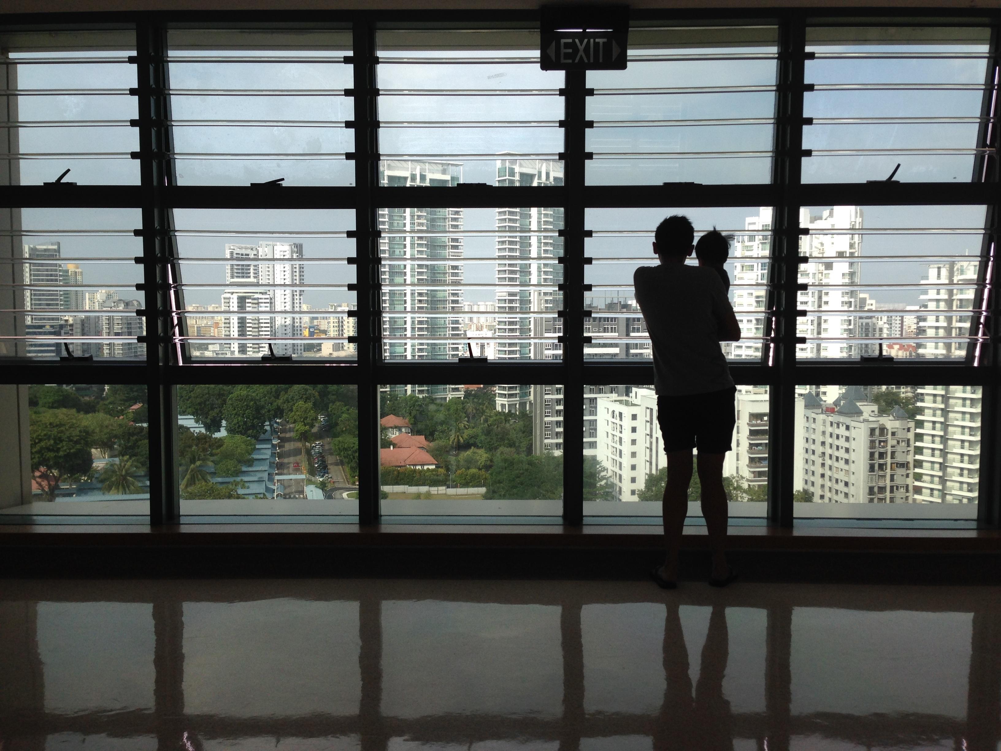 silueta ventana vaso nio ver ciudad casa pared padre nio beb diseo de interiores pap diseo