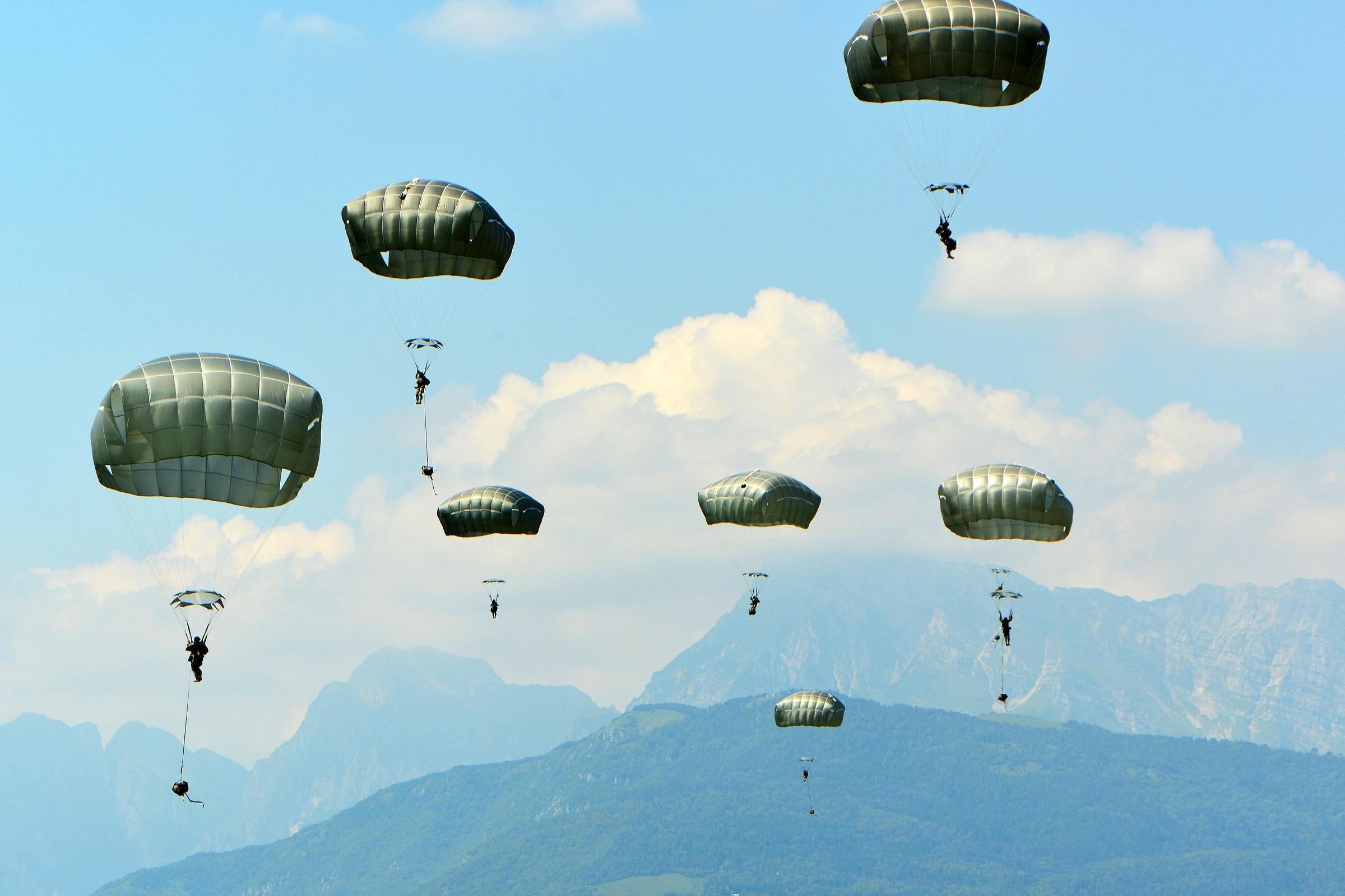 фото парашютистов вдв в небе