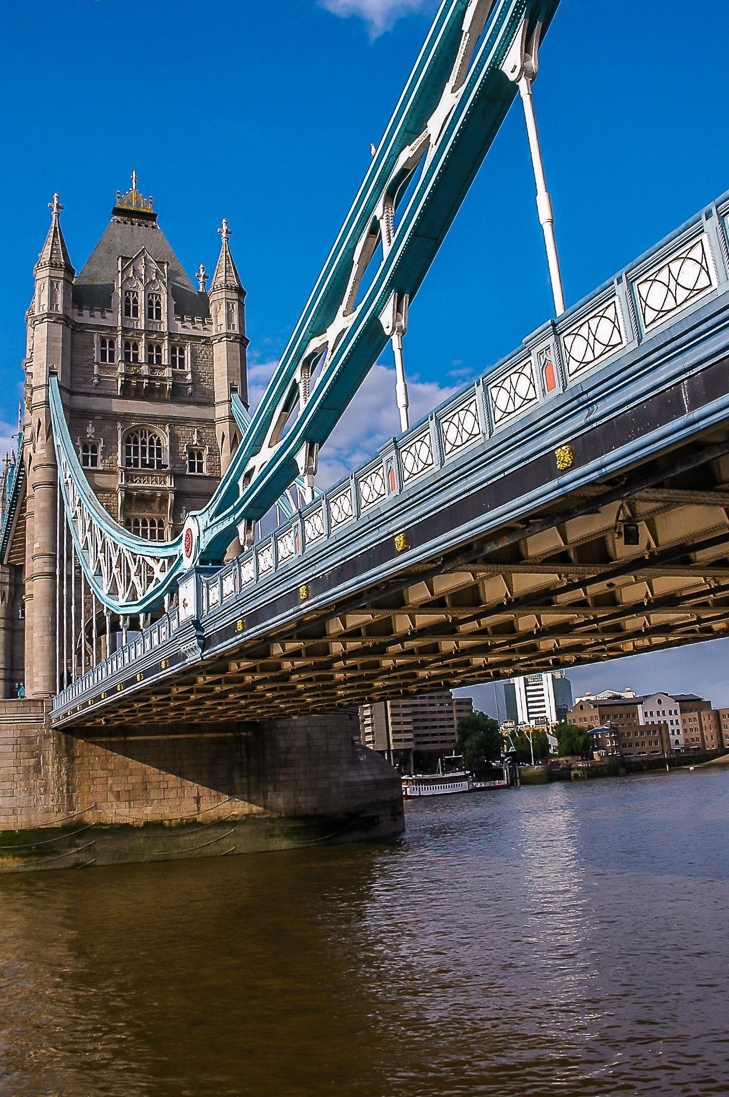 мост в великобритании как называется подарен