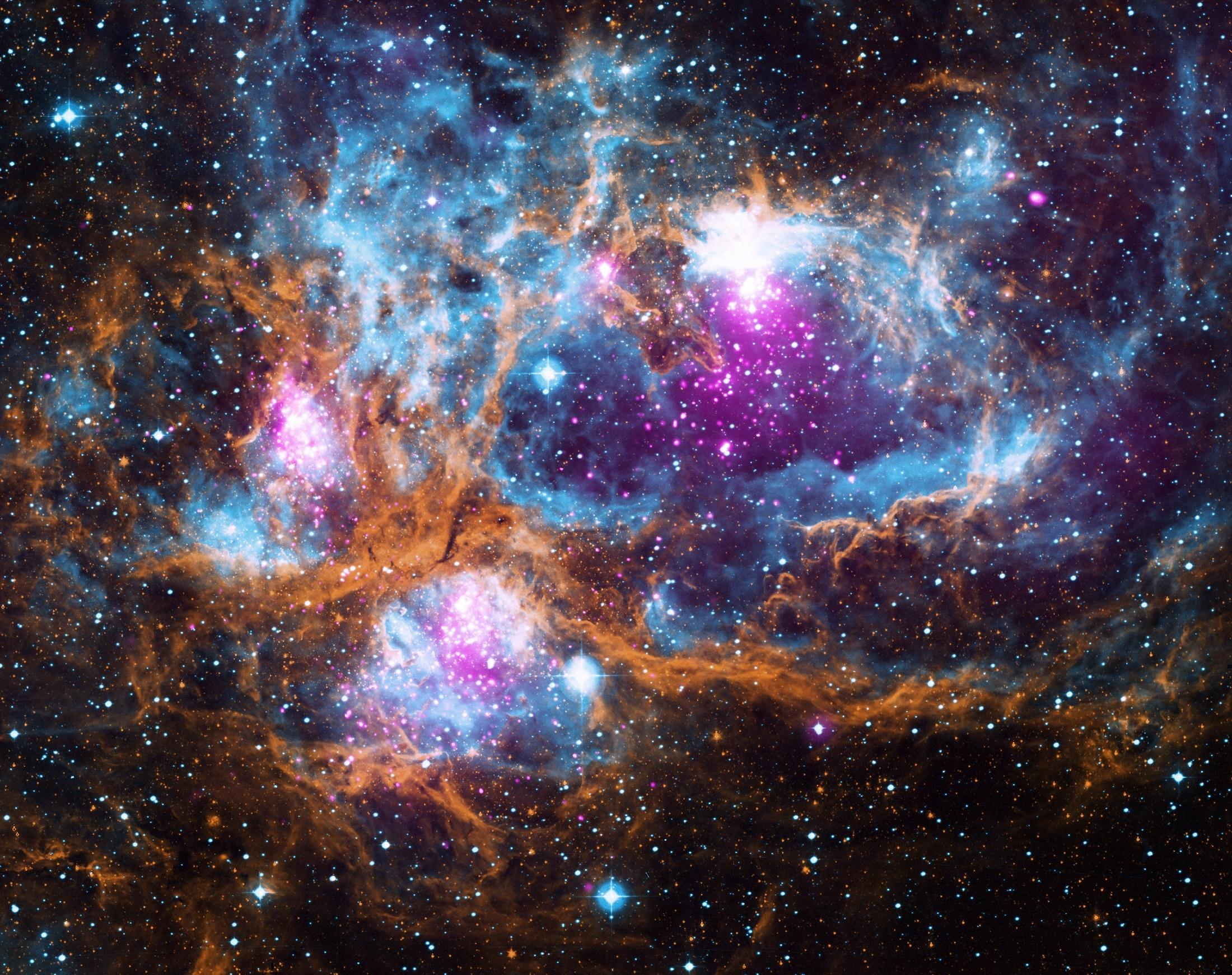 Gambar : langit kosmos teleskop ruang galaksi tengkorak nasa