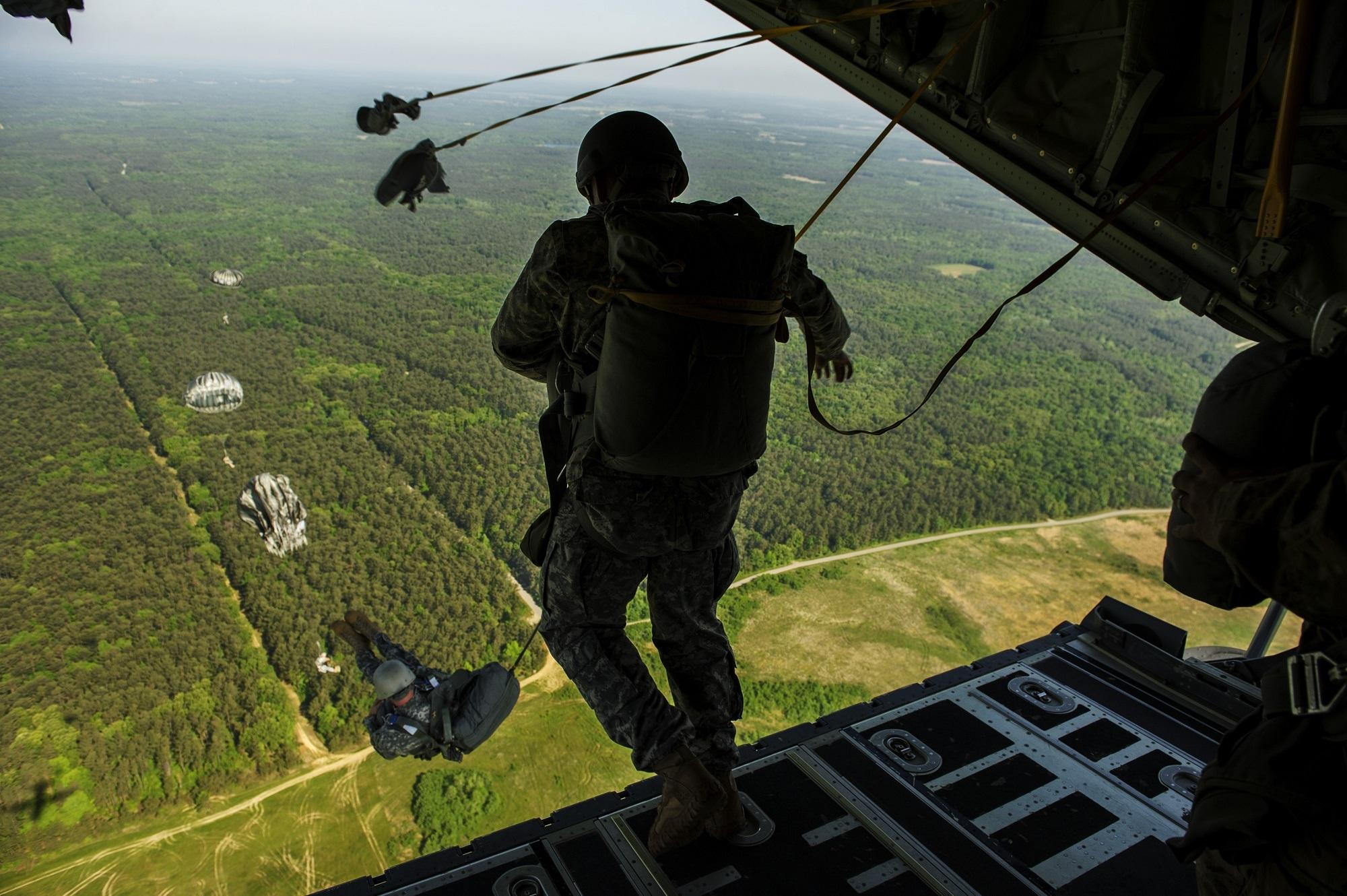 учебы она фото прыжков с парашютом десантников пуговицами придать