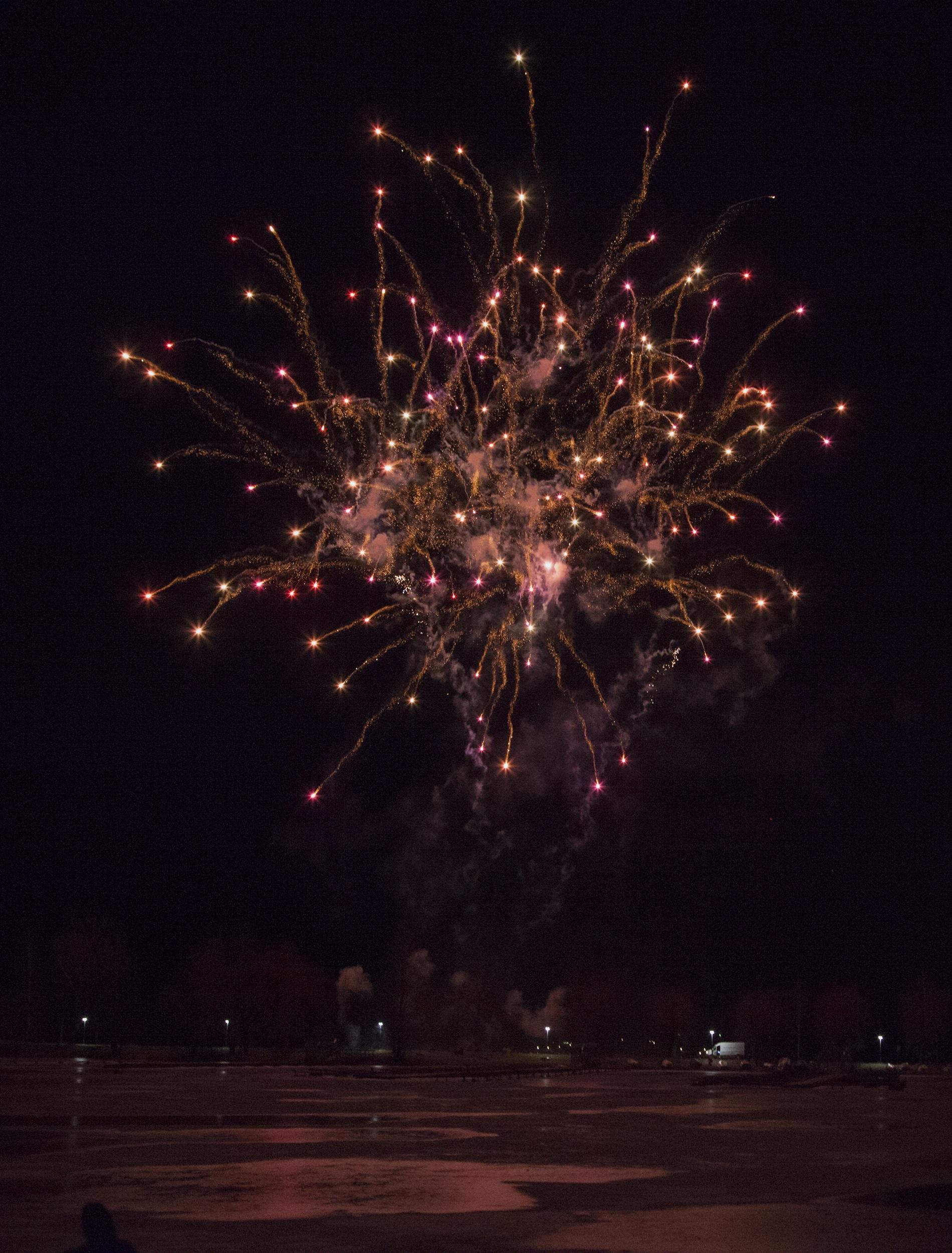 Gambar : langit, rekreasi, Kilau, merah, kegelapan, tahun Baru