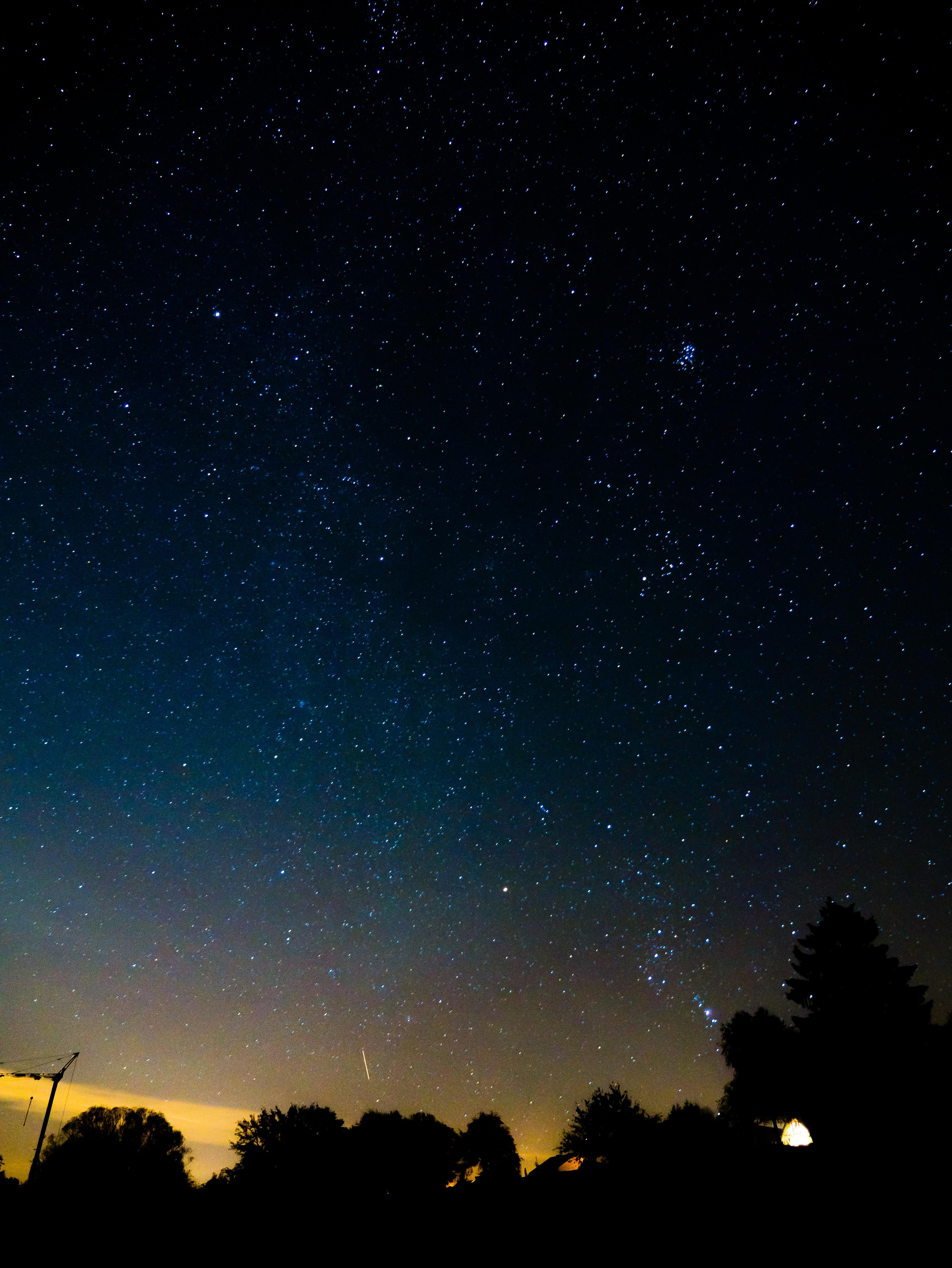 центре картинки ночное звездное небо занимает чрезвычайно важное