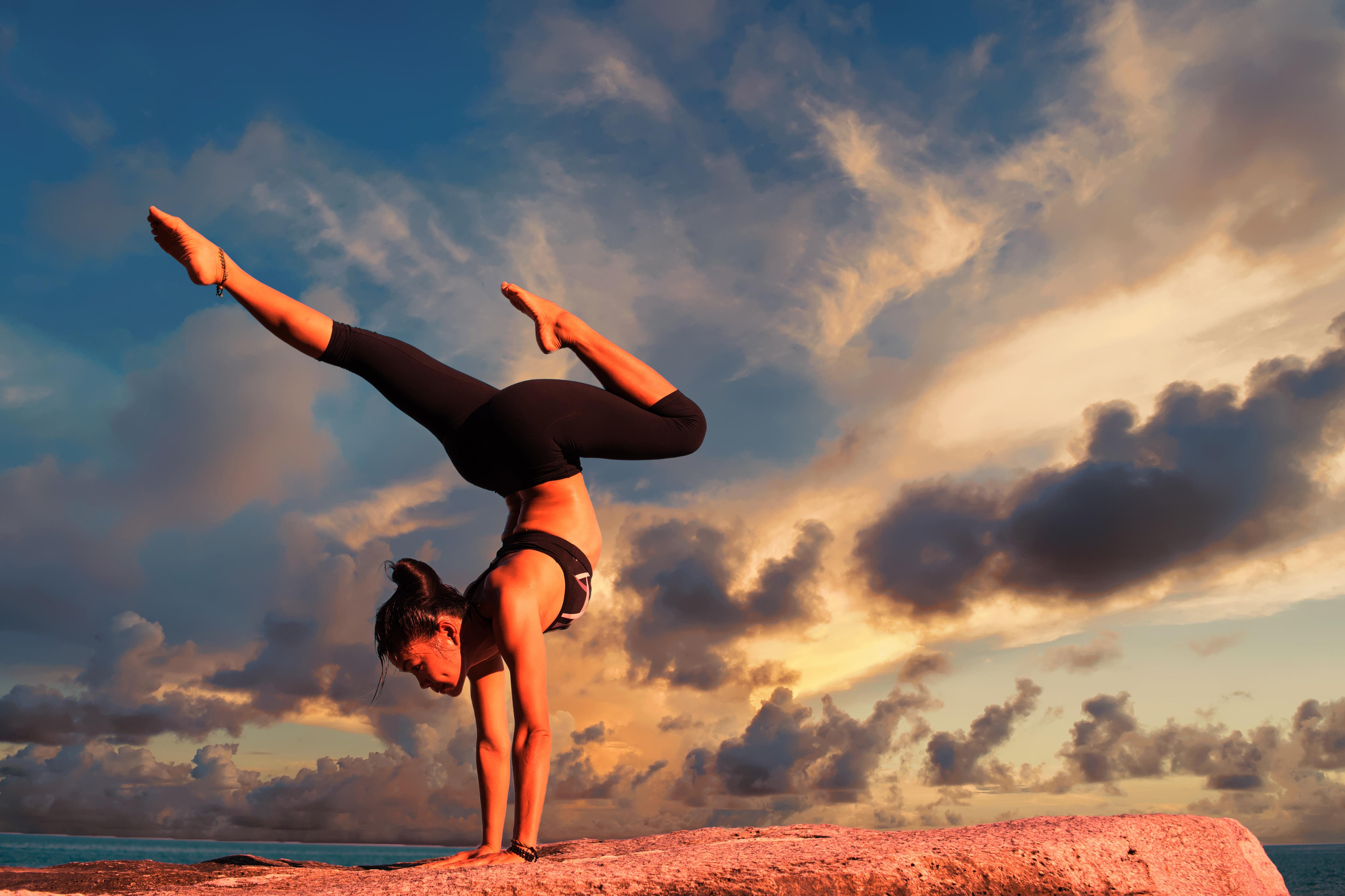 берегах фото йога и спорт август месяц считается