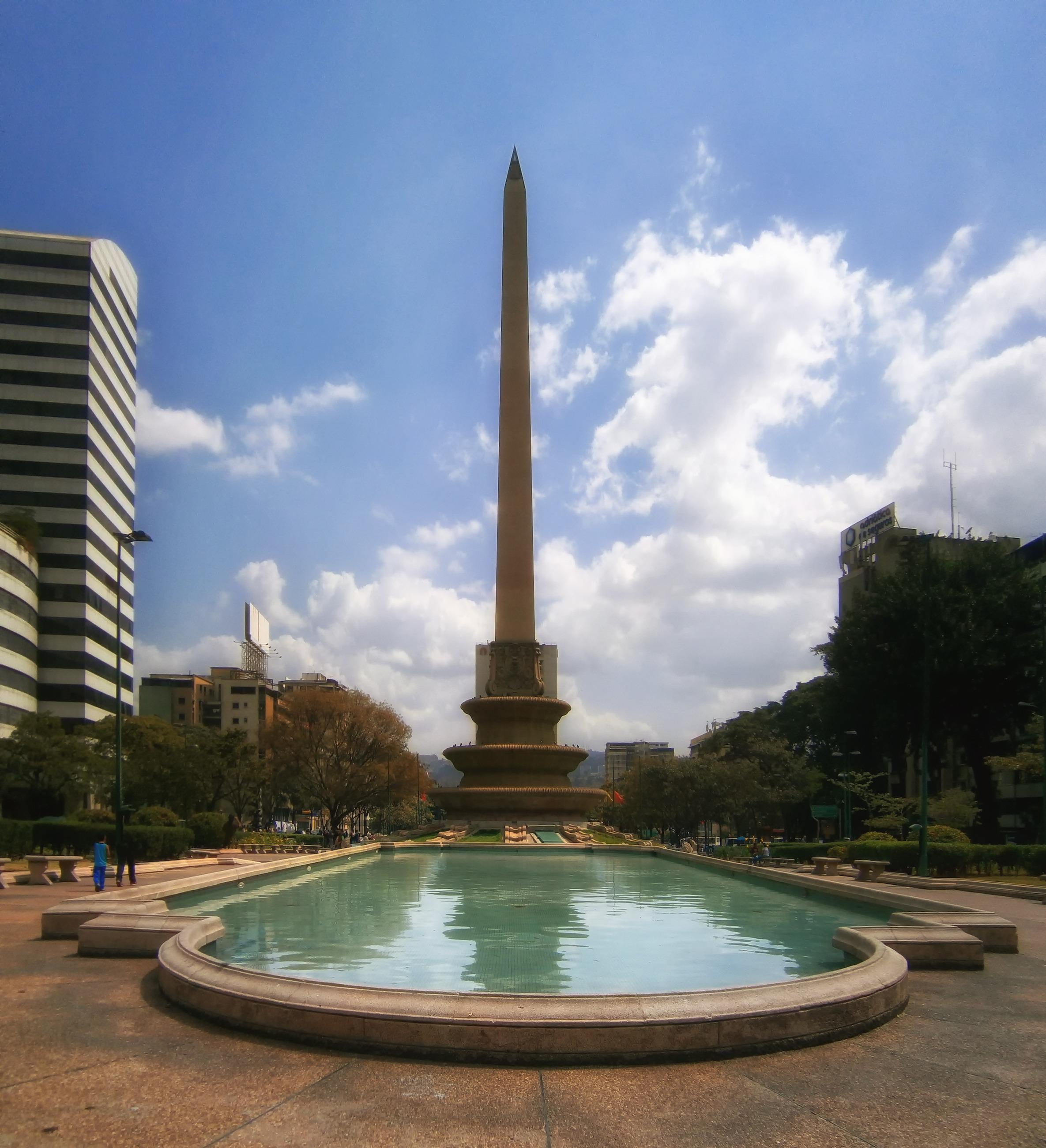 Fotos gratis cielo horizonte ciudad urbano monumento for Estanque reflectante