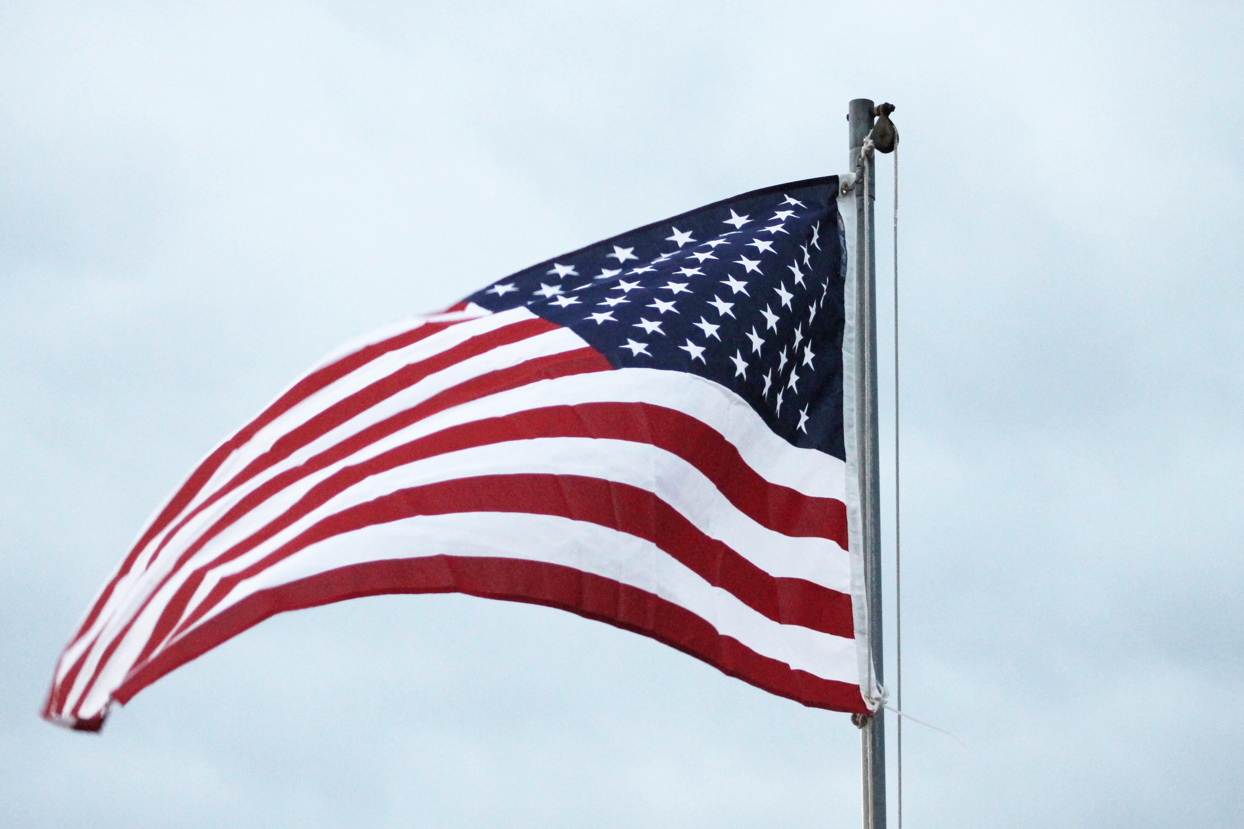 hình ảnh : Bầu trời, trắng, ngôi sao, làn sóng, Gió, Quốc gia, Đỏ, ký hiệu,  Hoa Kỳ, America, cờ Mỹ, ngày lễ, màu xanh da trời, sự tự do, ...