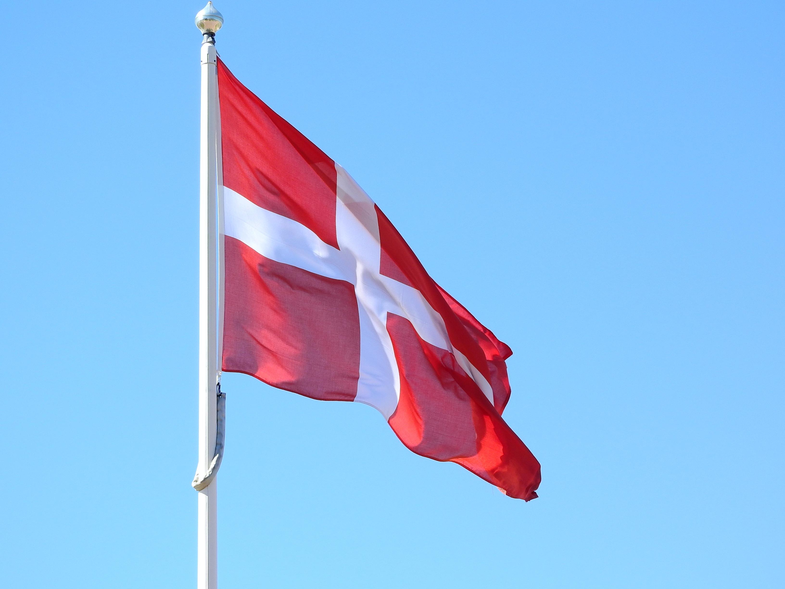 Gratis billeder : himmel, vind, rød, Danmark, rødt flag, dansk flag, flag USA, danske kongerige ...
