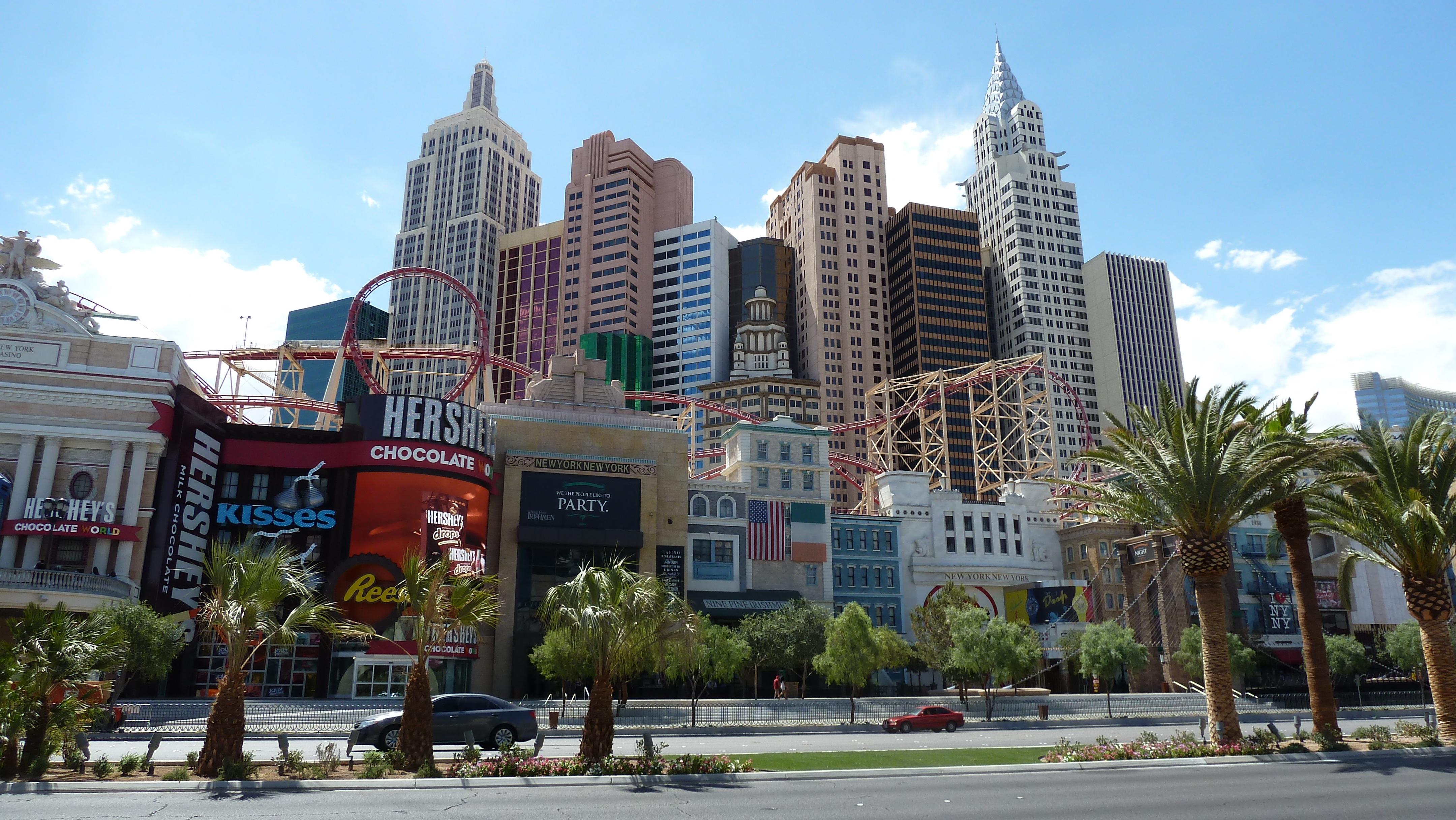 ... gamble, hotel, resort, casino, entertainment, strip, metropolis, condominium, neighbourhood, las vegas, street view, residential area, human settlement, ...