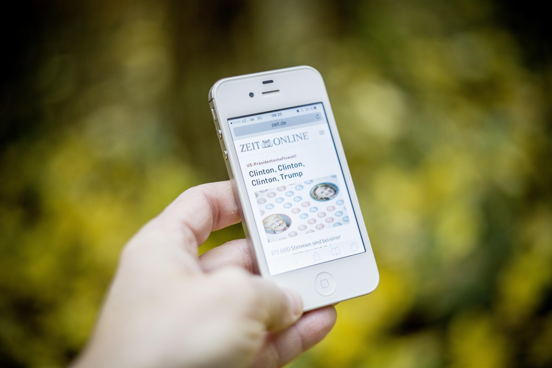 Kostenlose Foto Smartphone Hand Bildschirm Bokeh Fotografie
