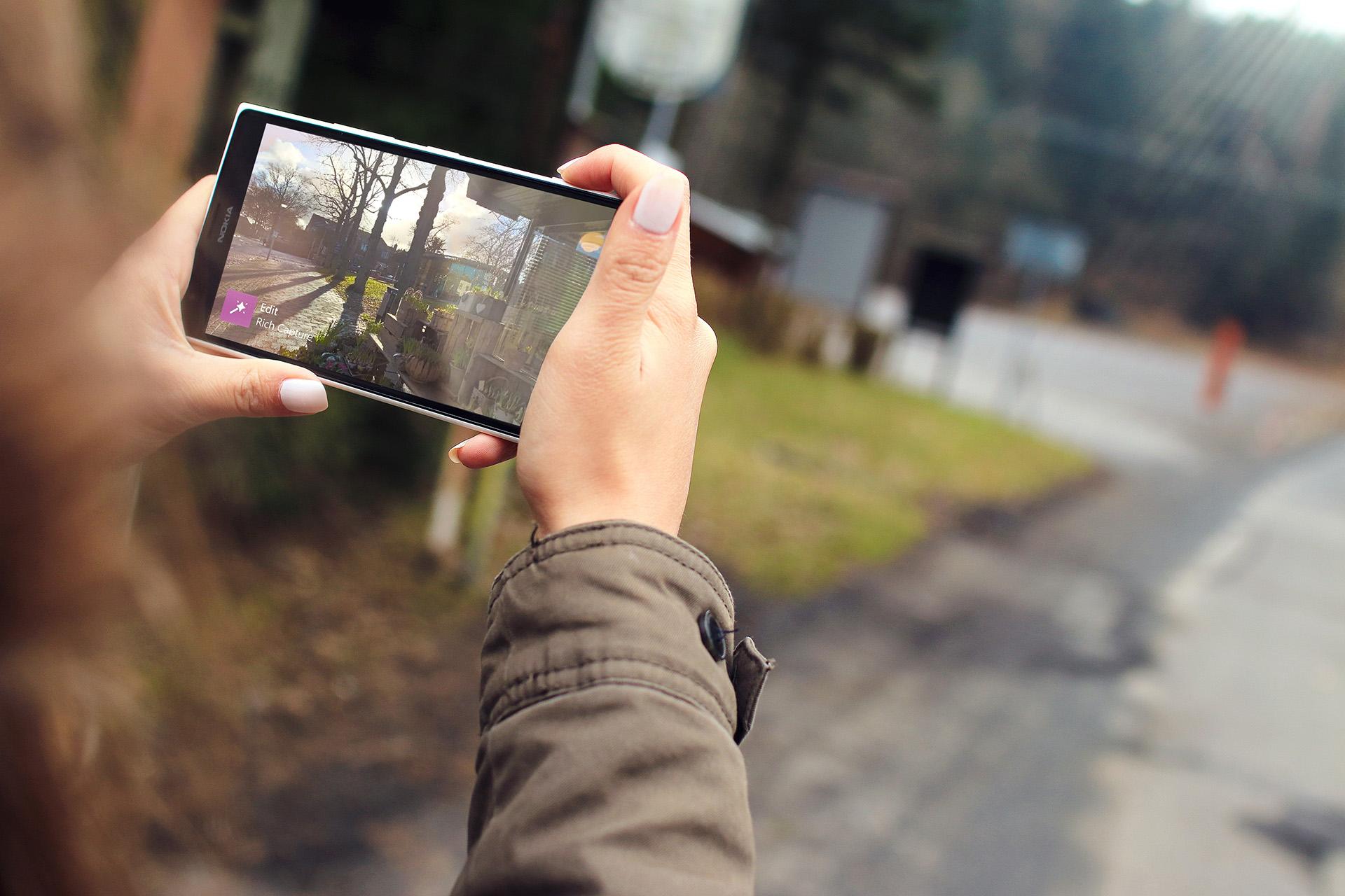 с навесной линзой смартфон лучше фотографирует итоге