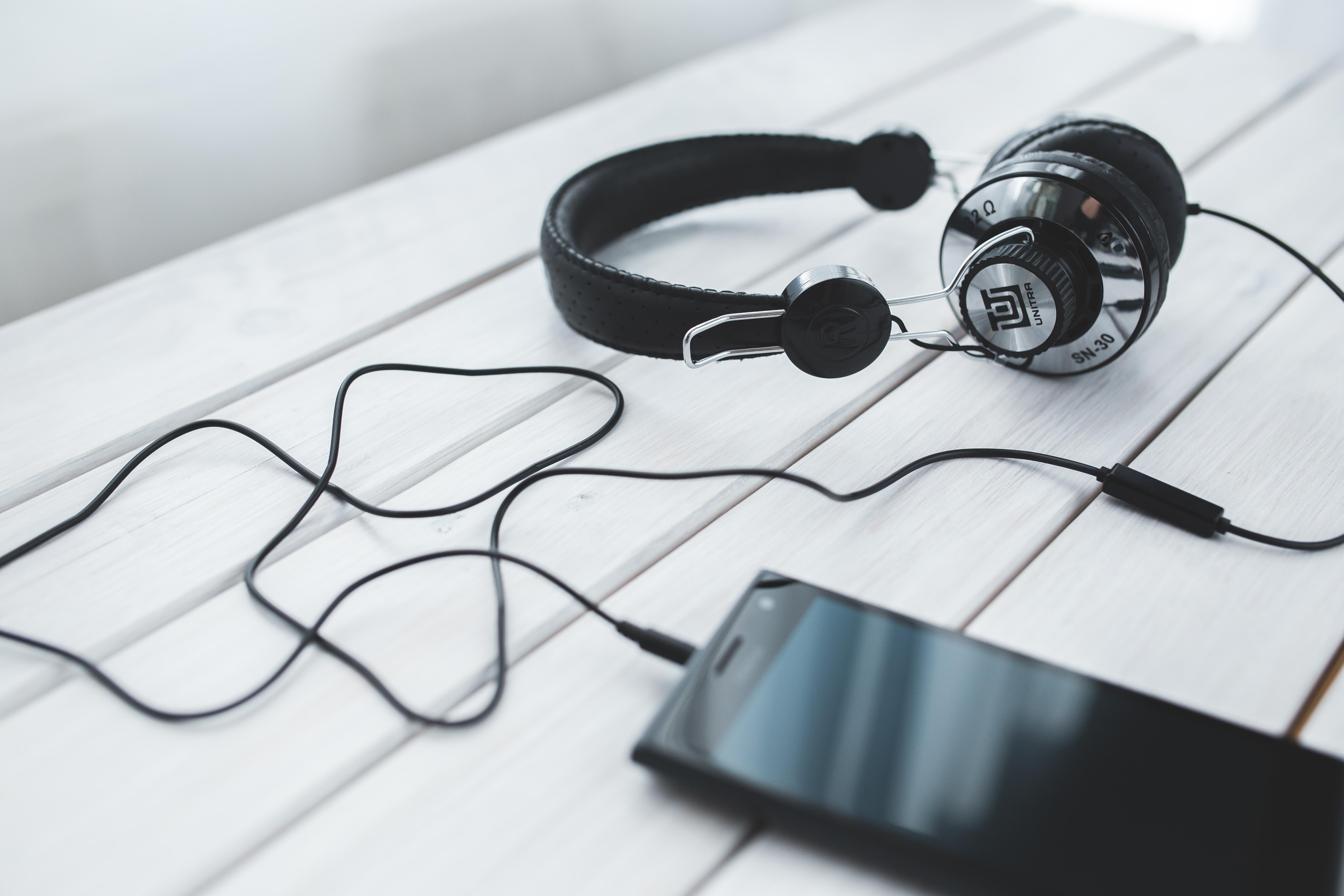 headphones music video - HD5472×3648