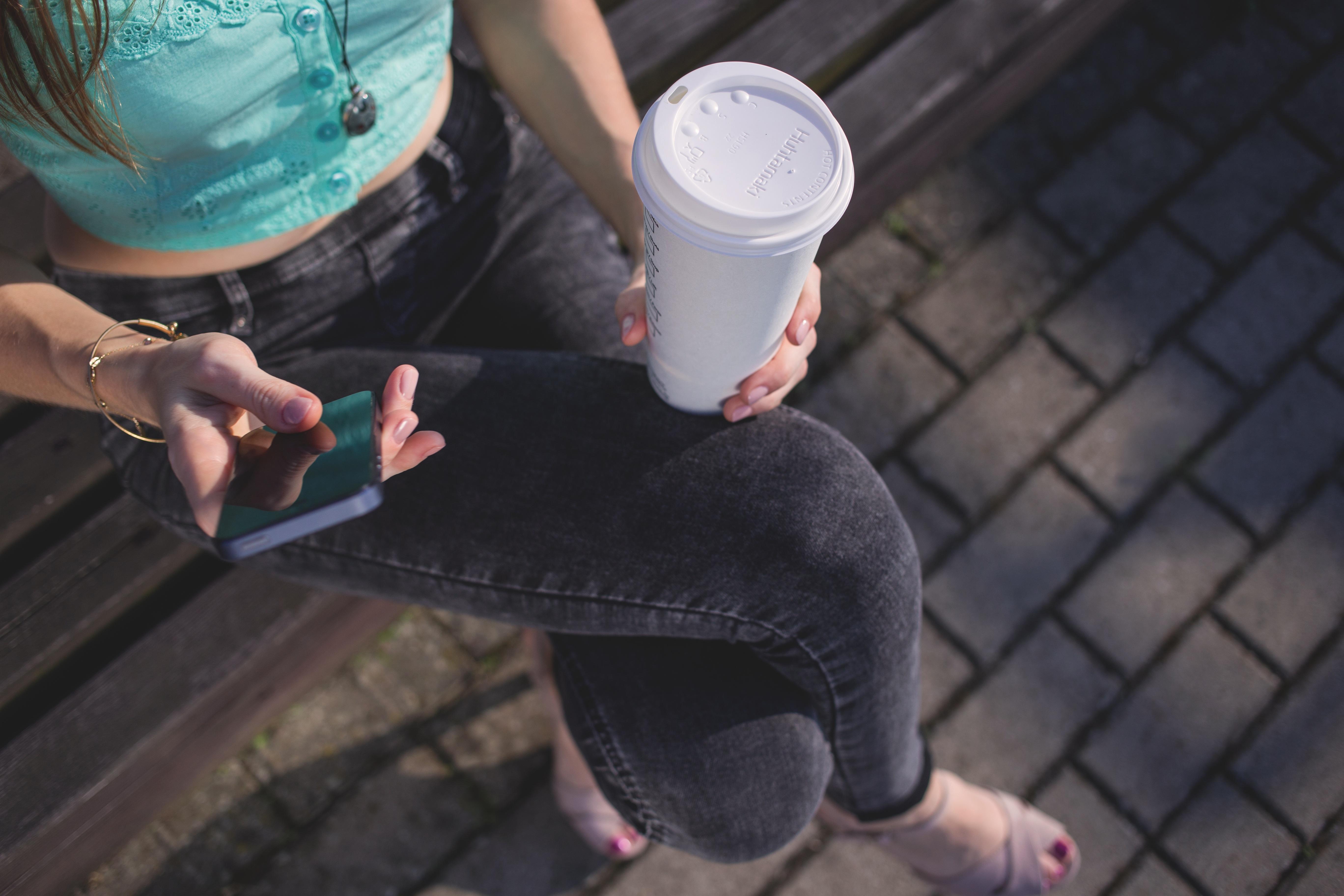 обманщиц фото кофе на улице в руке прощённое