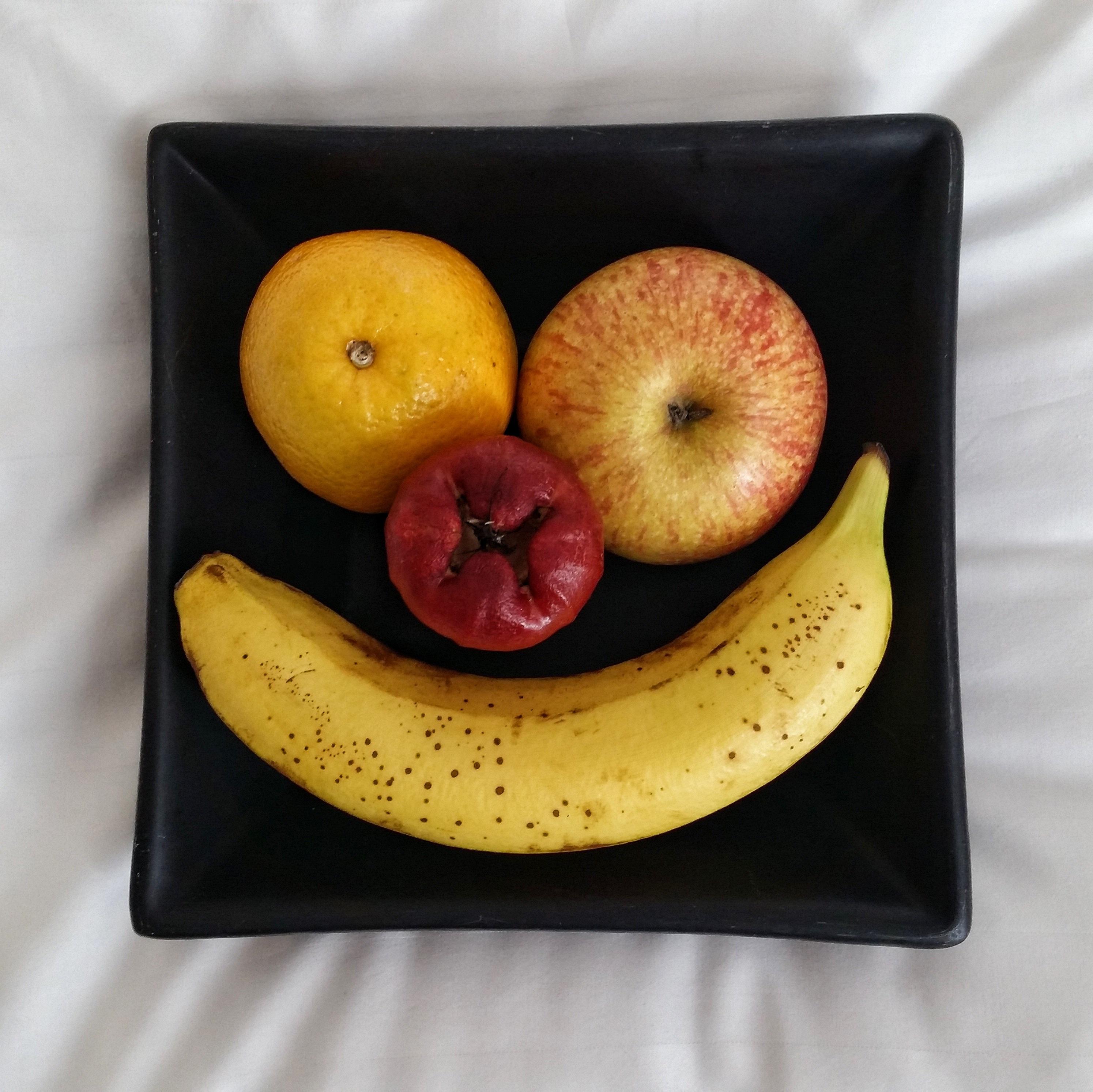 images gratuites sourire fruit assiette aliments en bonne sant frais content r gime. Black Bedroom Furniture Sets. Home Design Ideas