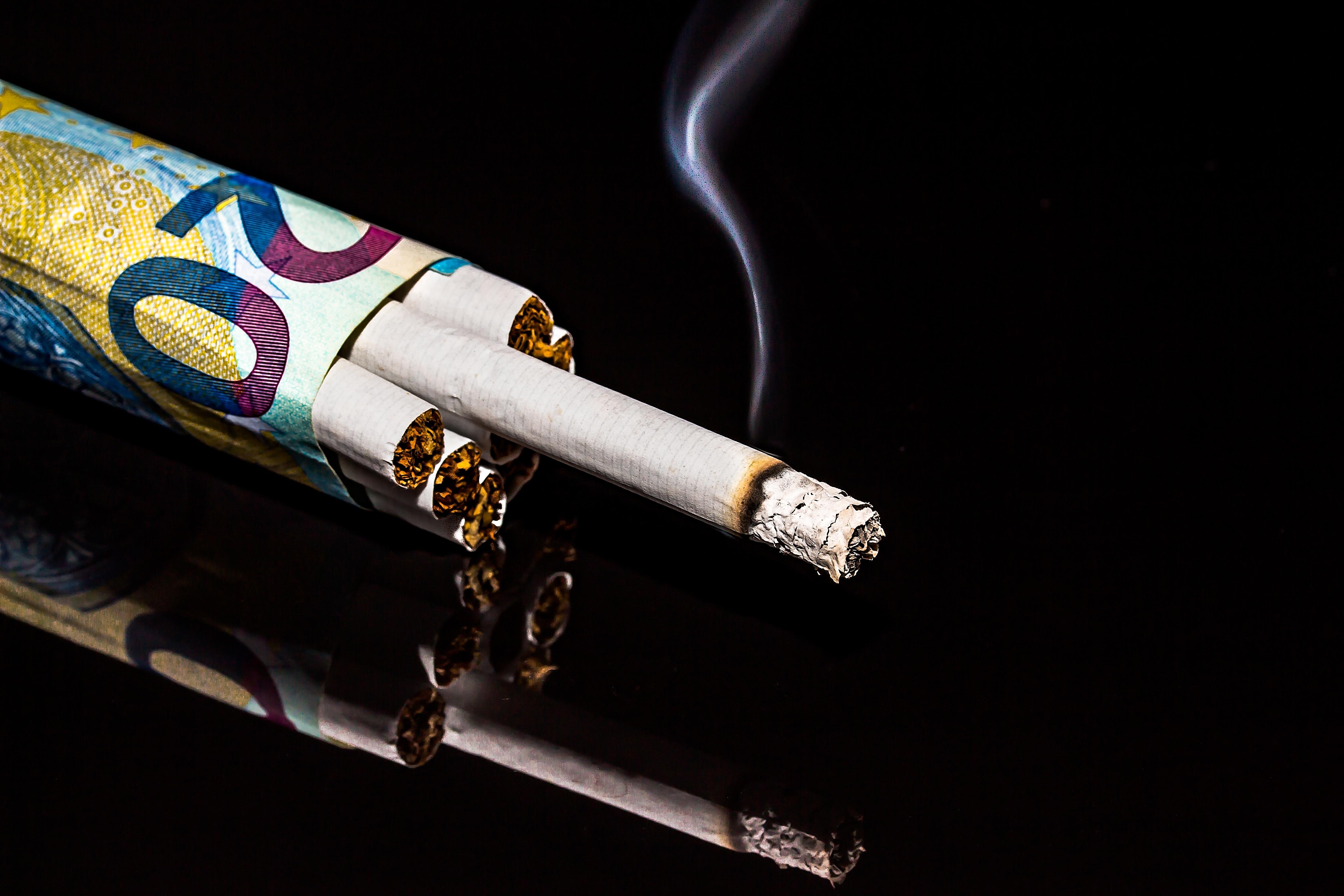 hořící muž kouření