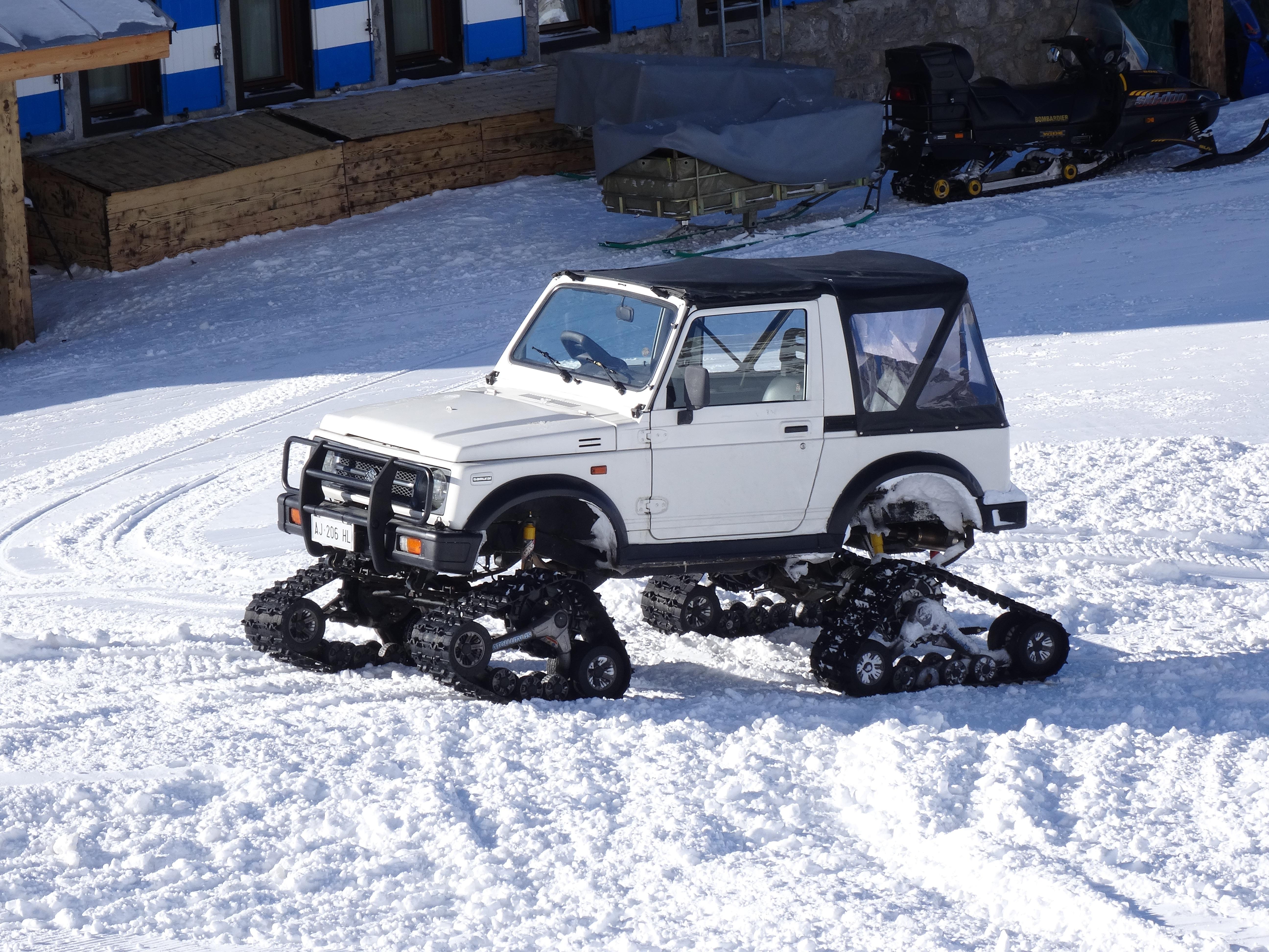 Jeep In Snow >> Gratis Afbeeldingen : koude, rupsen, skigebied, stadsauto ...