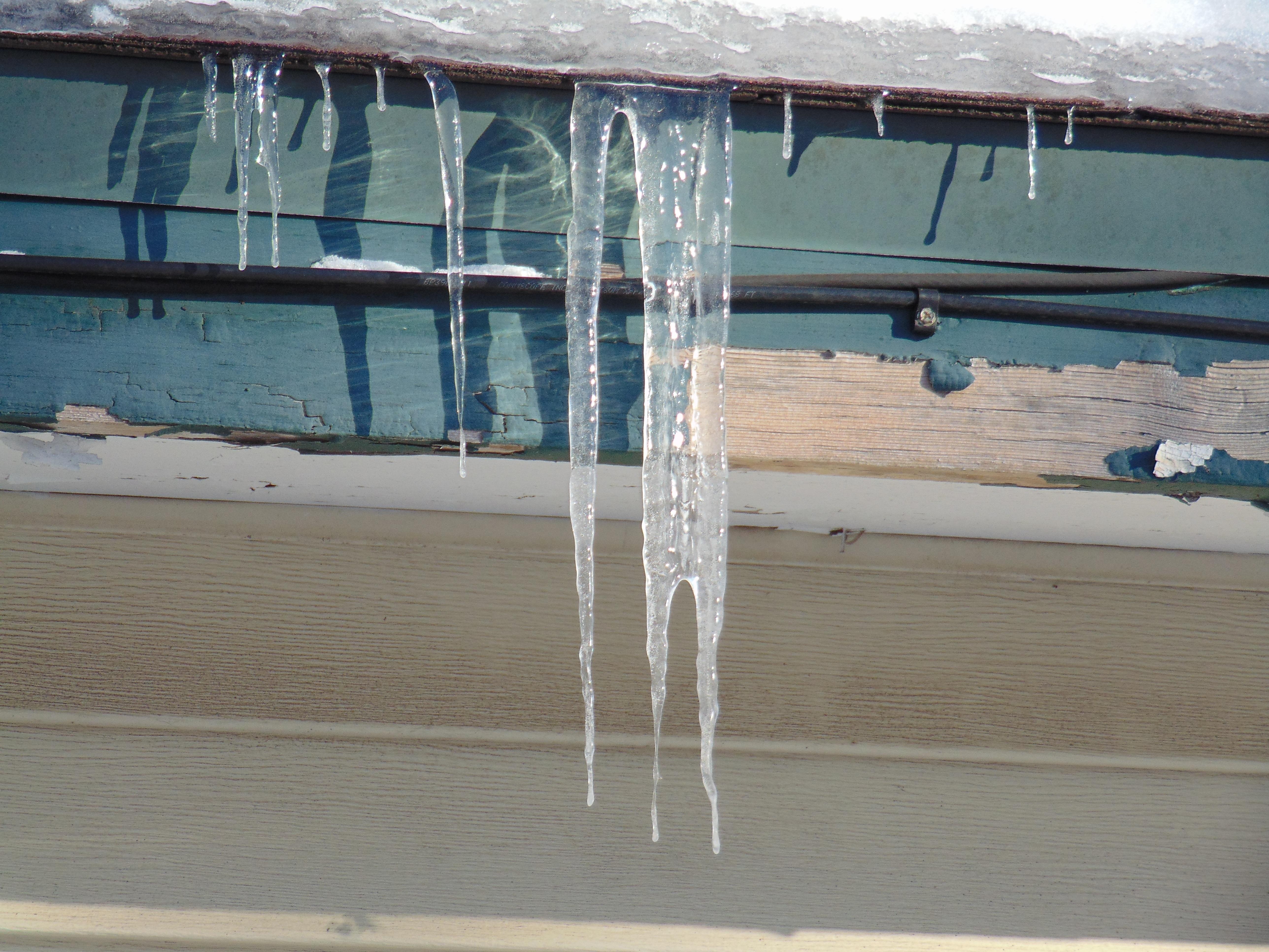 Kostenlose foto : Schnee, kalt, Winter, Holz, Fenster, Dach, Kabel ...