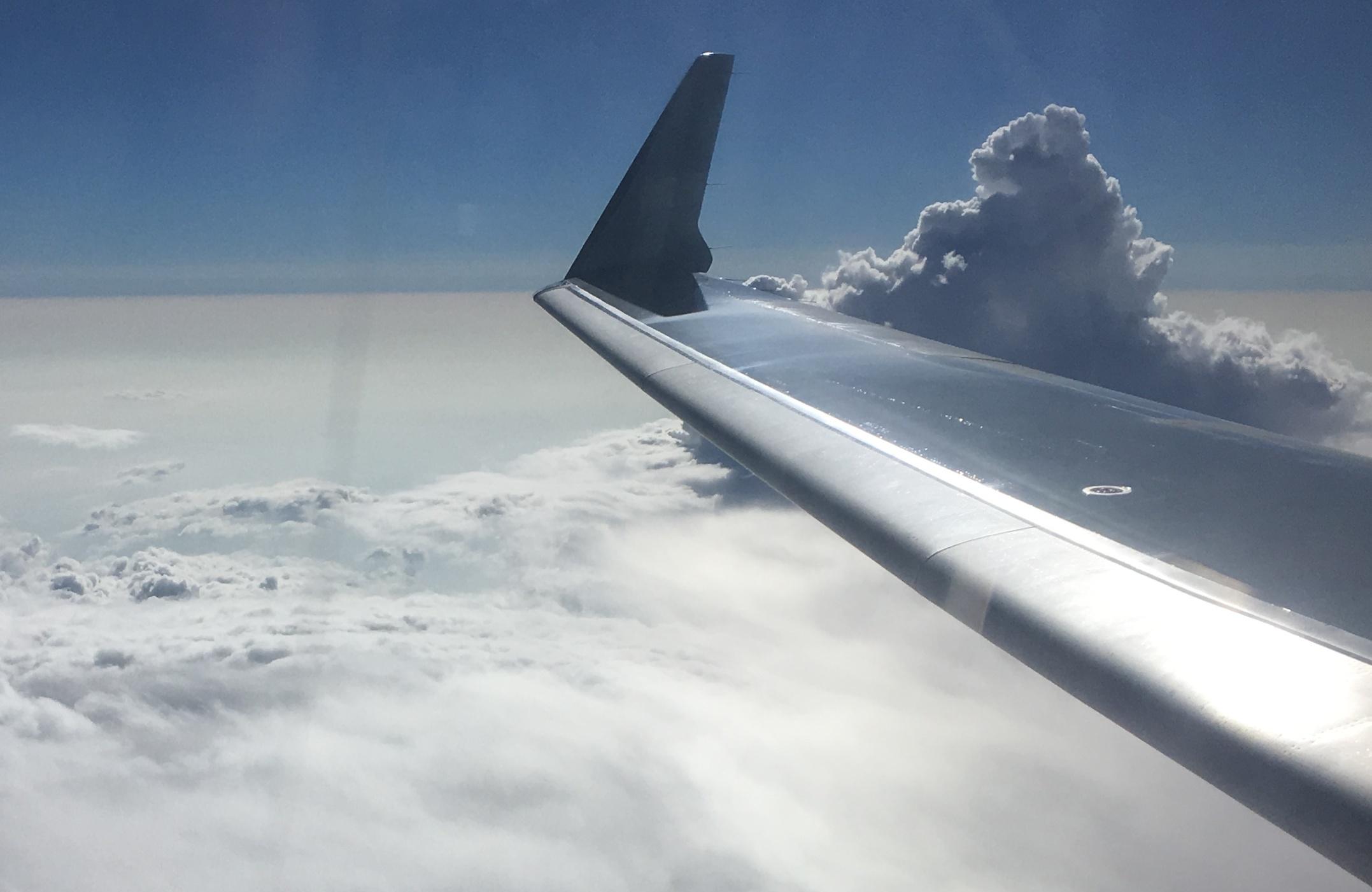 так картинки самолет в небе зимой так часто видим