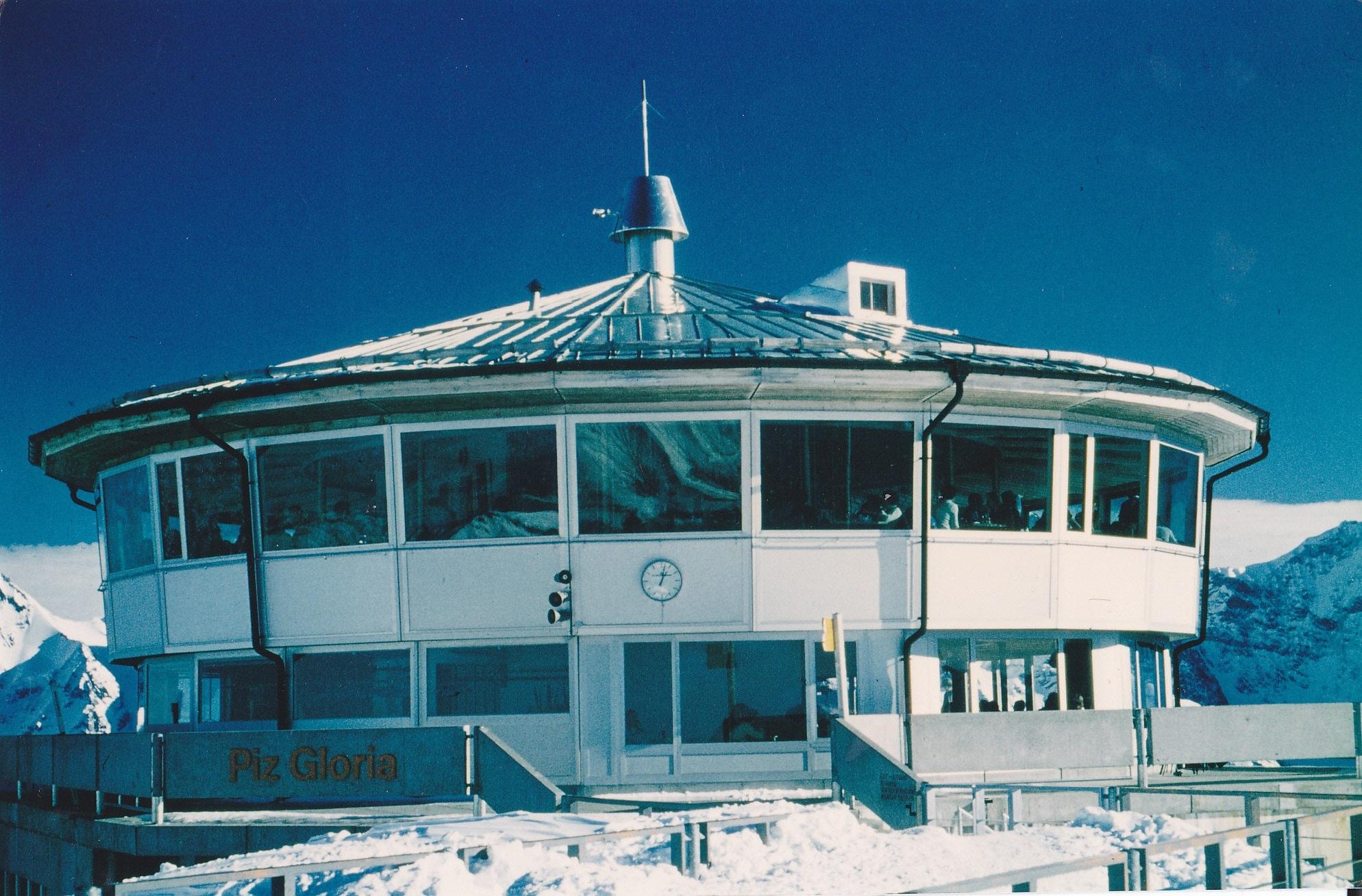 fotos gratis nieve invierno muelle barco edificio restaurante enviar vehculo yate fiesta nevado alpino puerto pequeo estadio