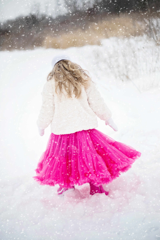 Fotos gratis : nieve, invierno, niña, niño, Moda, ropa, rosado ...