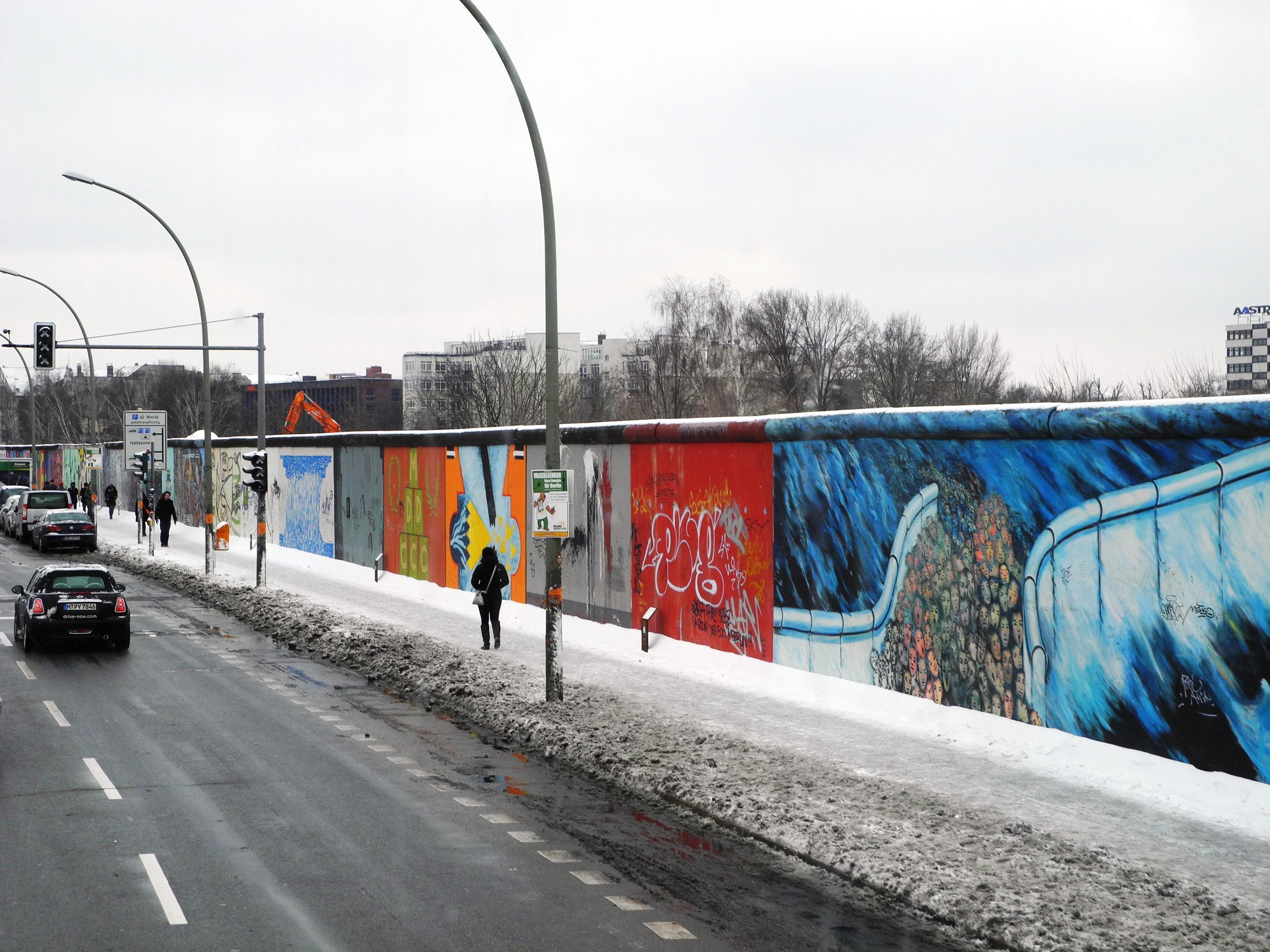 Gambar Salju Musim Dingin Jalan Raya Kota Dinding Mengangkut