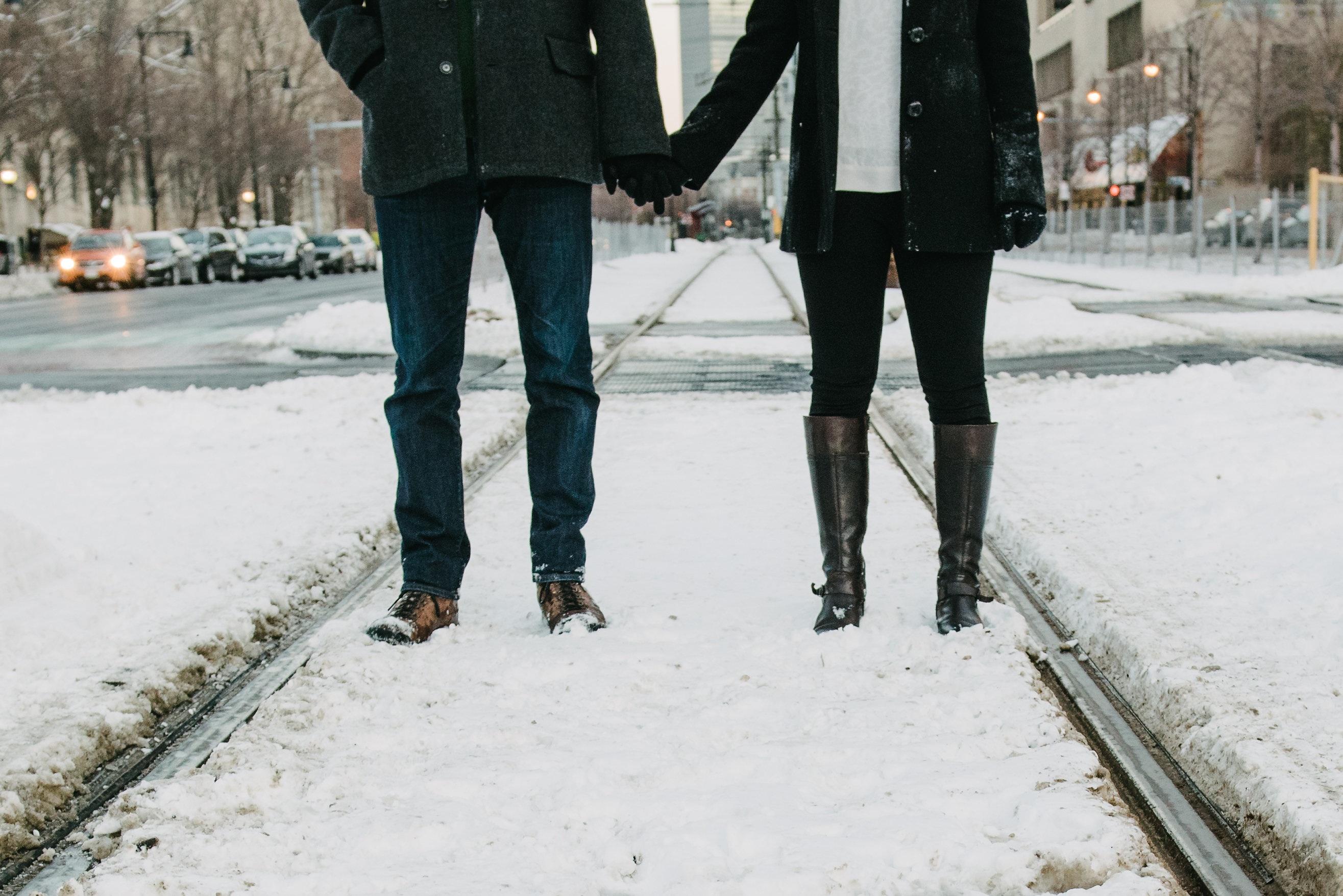 картинки держаться за руки зимой евстифеева ищут, ему