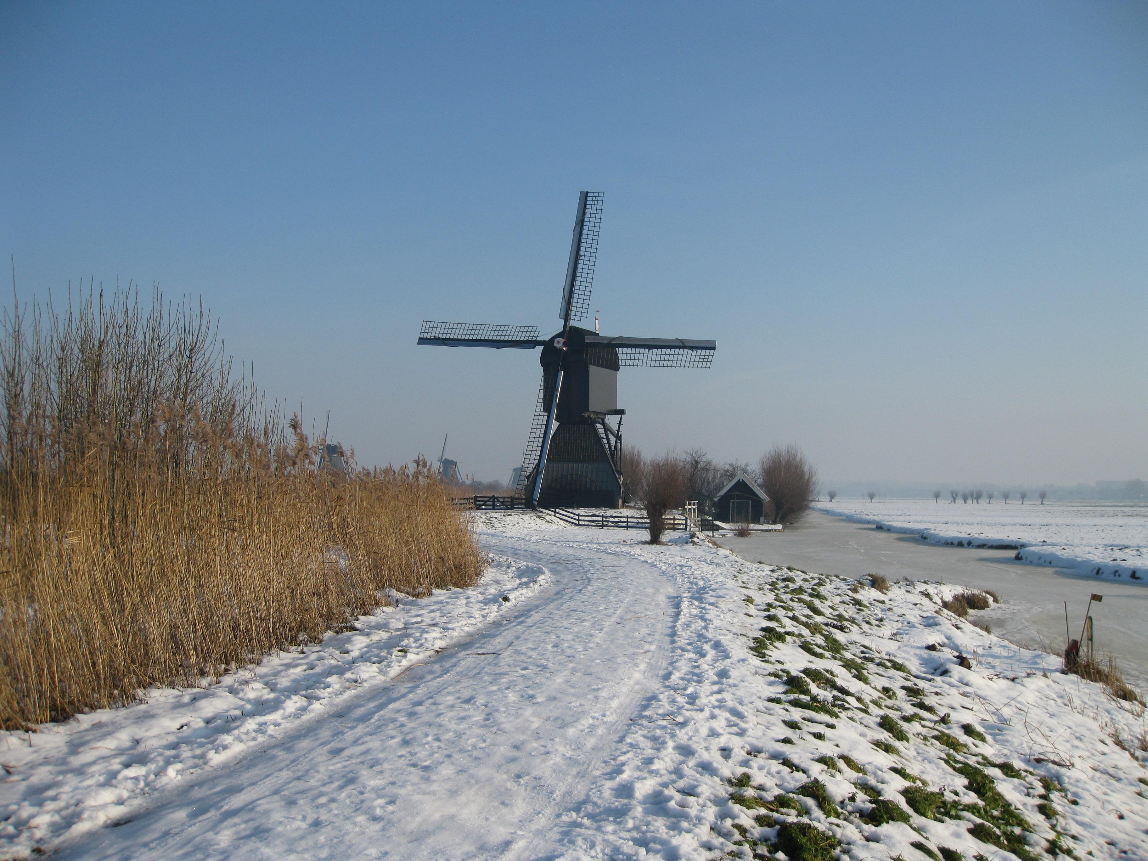 Gambar Salju Musim Dingin Kincir Angin Mengangkut Cuaca
