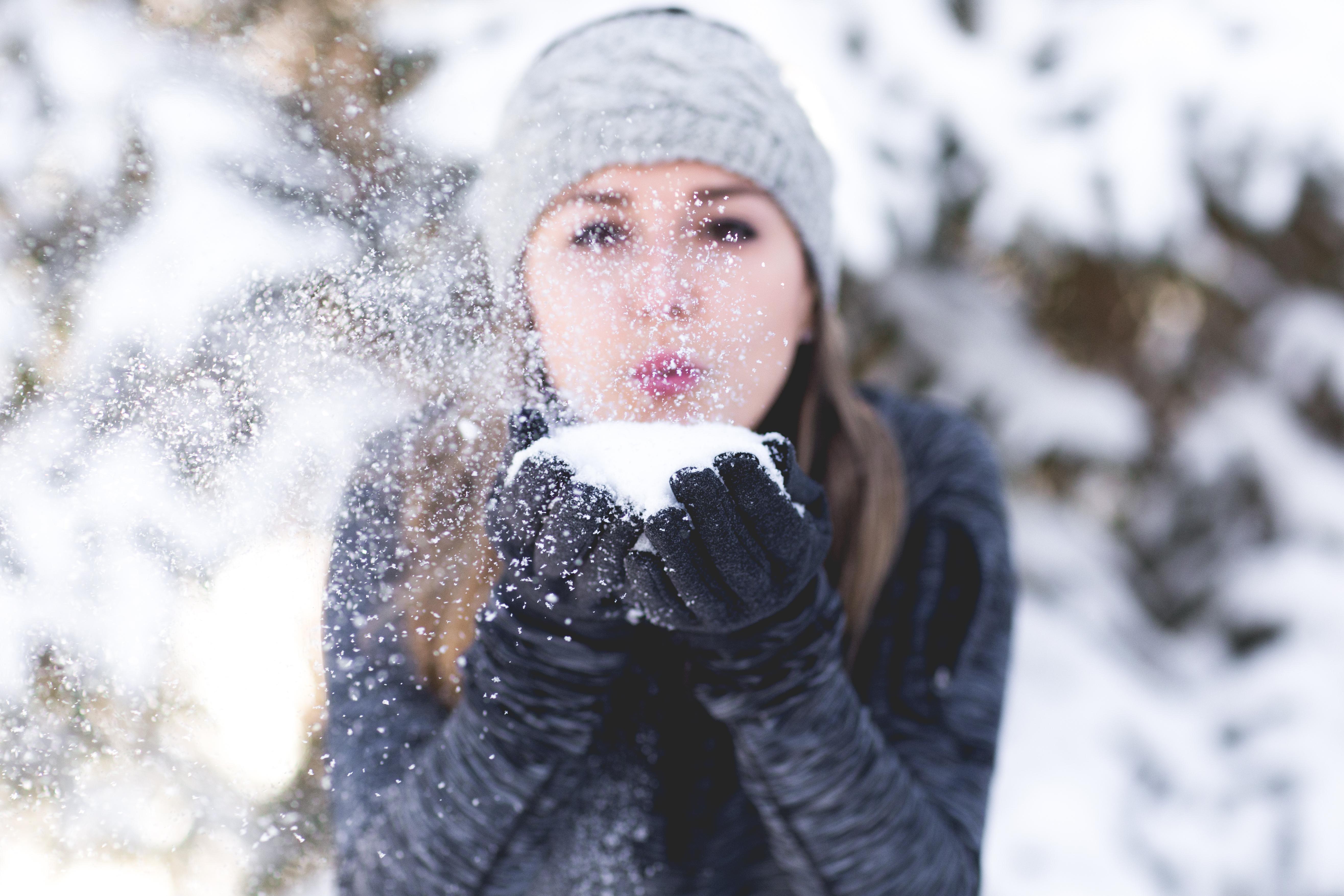 картинка зима снег человек понять, есть она