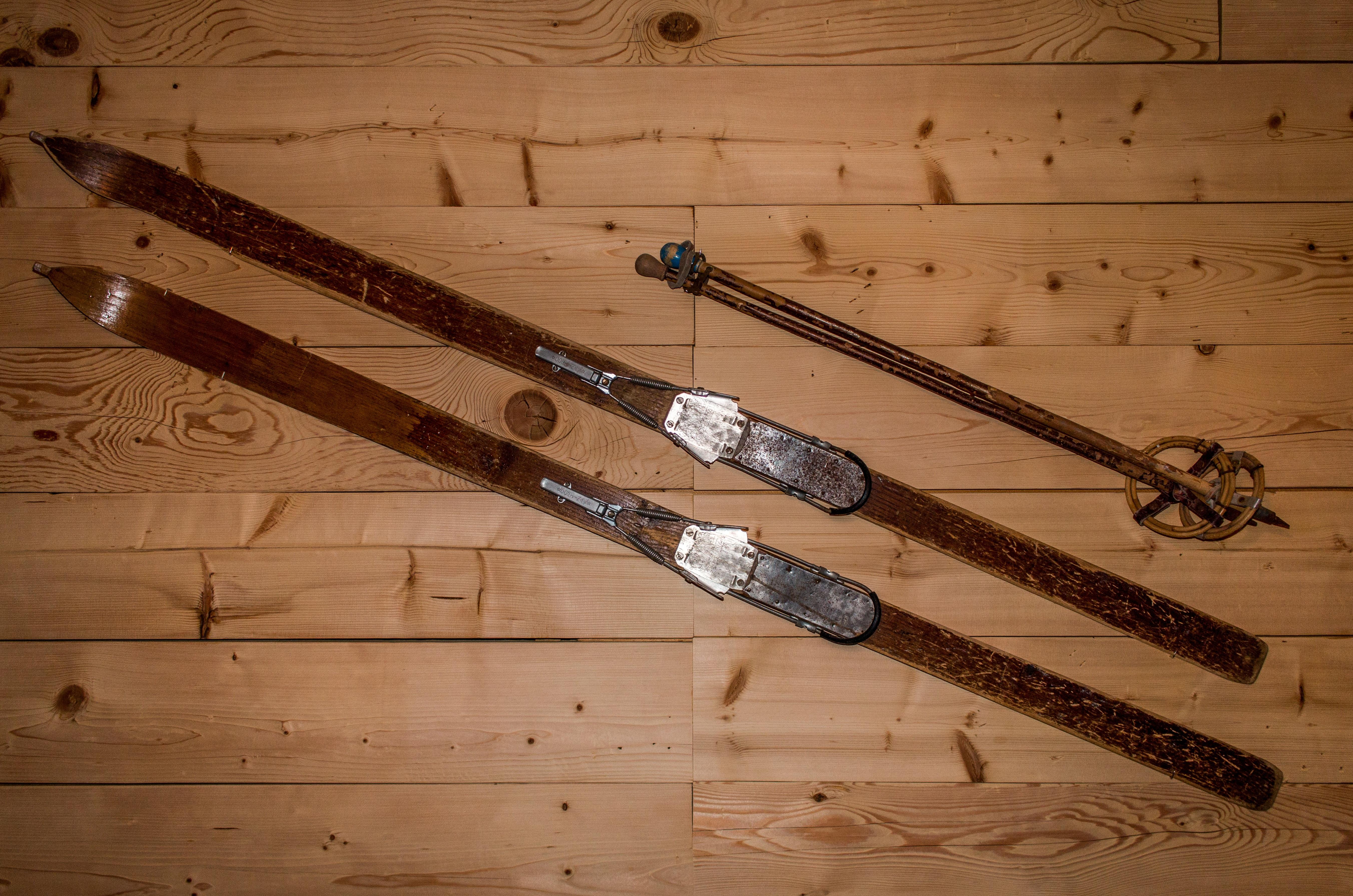 images gratuites neige hiver bois sport r tro vieux ski pistolet fusil suisse paire. Black Bedroom Furniture Sets. Home Design Ideas