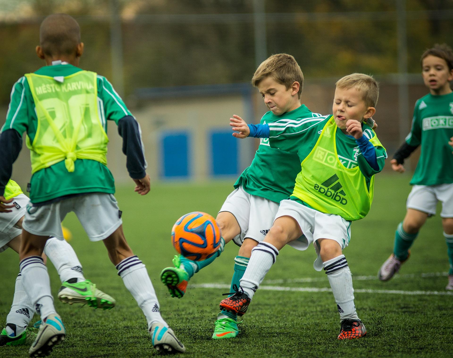 Картинки к спортивным играм футбол