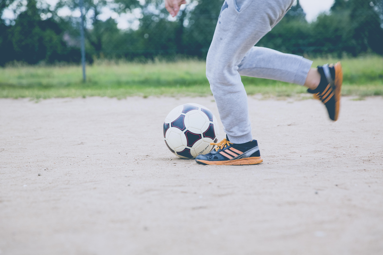 37d1c9dd1 Bildet : sport, spille, føtter, sommer, opplæring, fotball ...