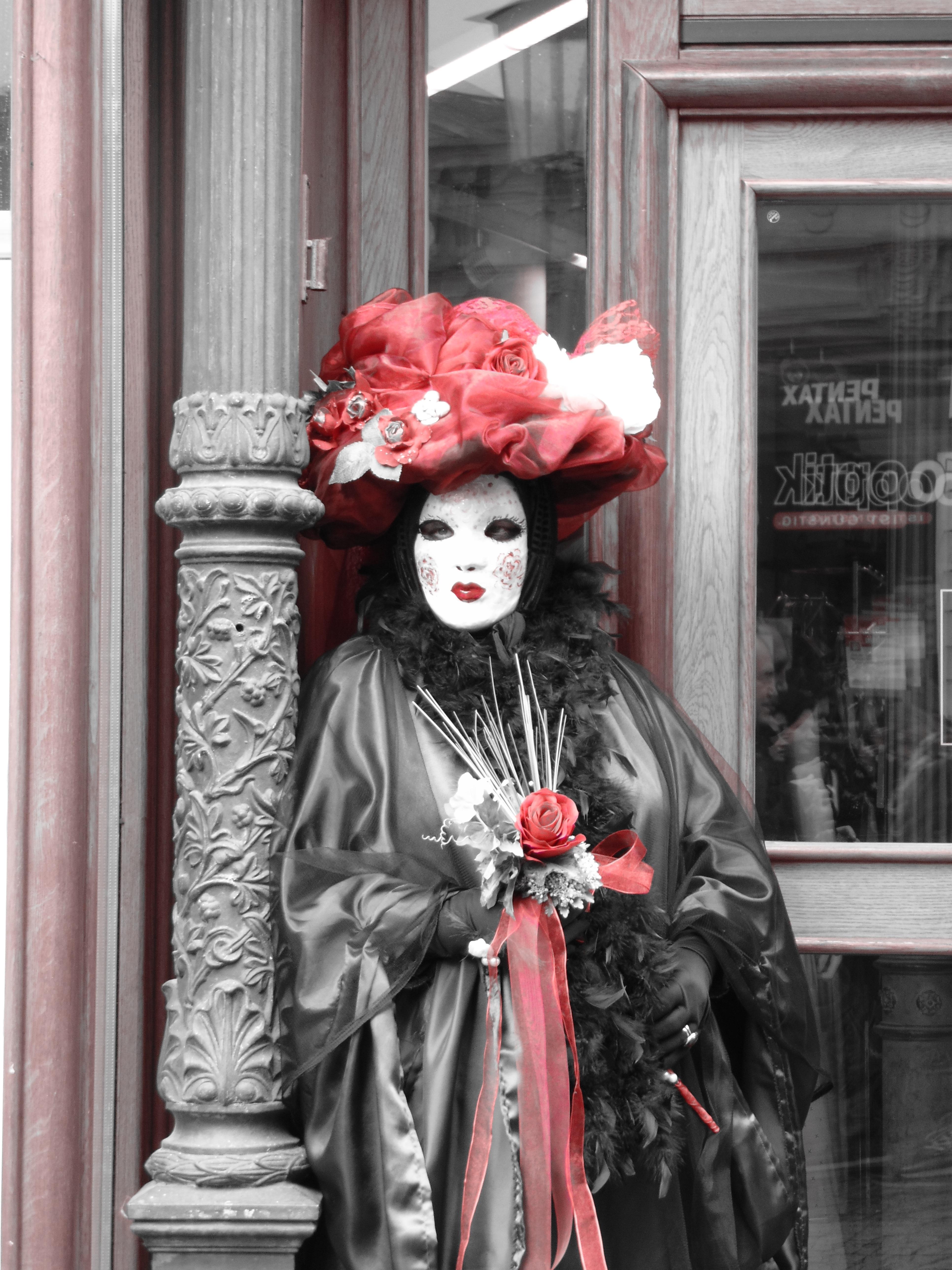 arriva scarpe autunnali in vendita online Immagini Belle : statua, ritratto, rosso, carnevale, capi di ...
