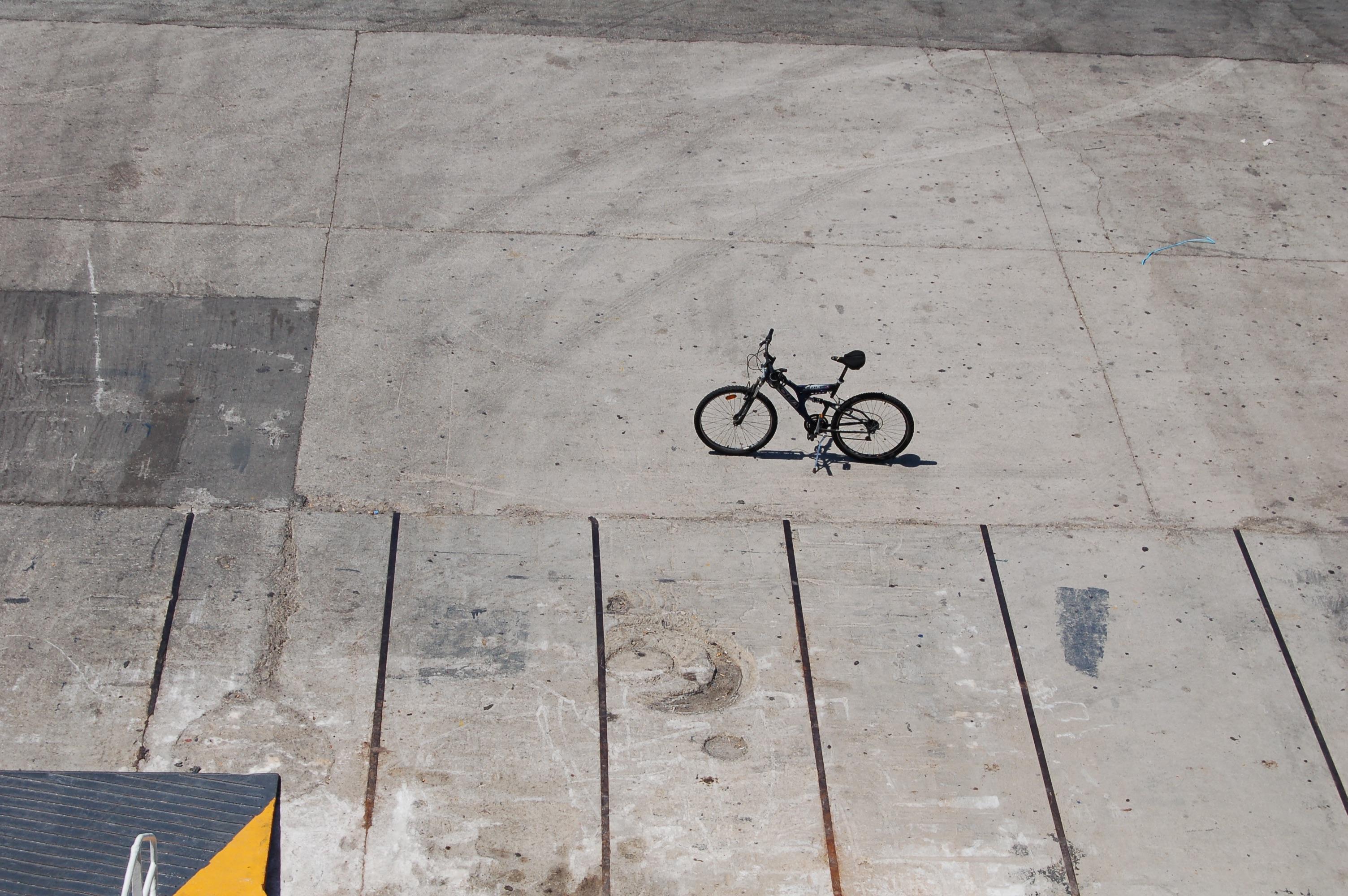 images gratuites rue trottoir sol nombre v lo bicyclette mur asphalte cadre voie. Black Bedroom Furniture Sets. Home Design Ideas