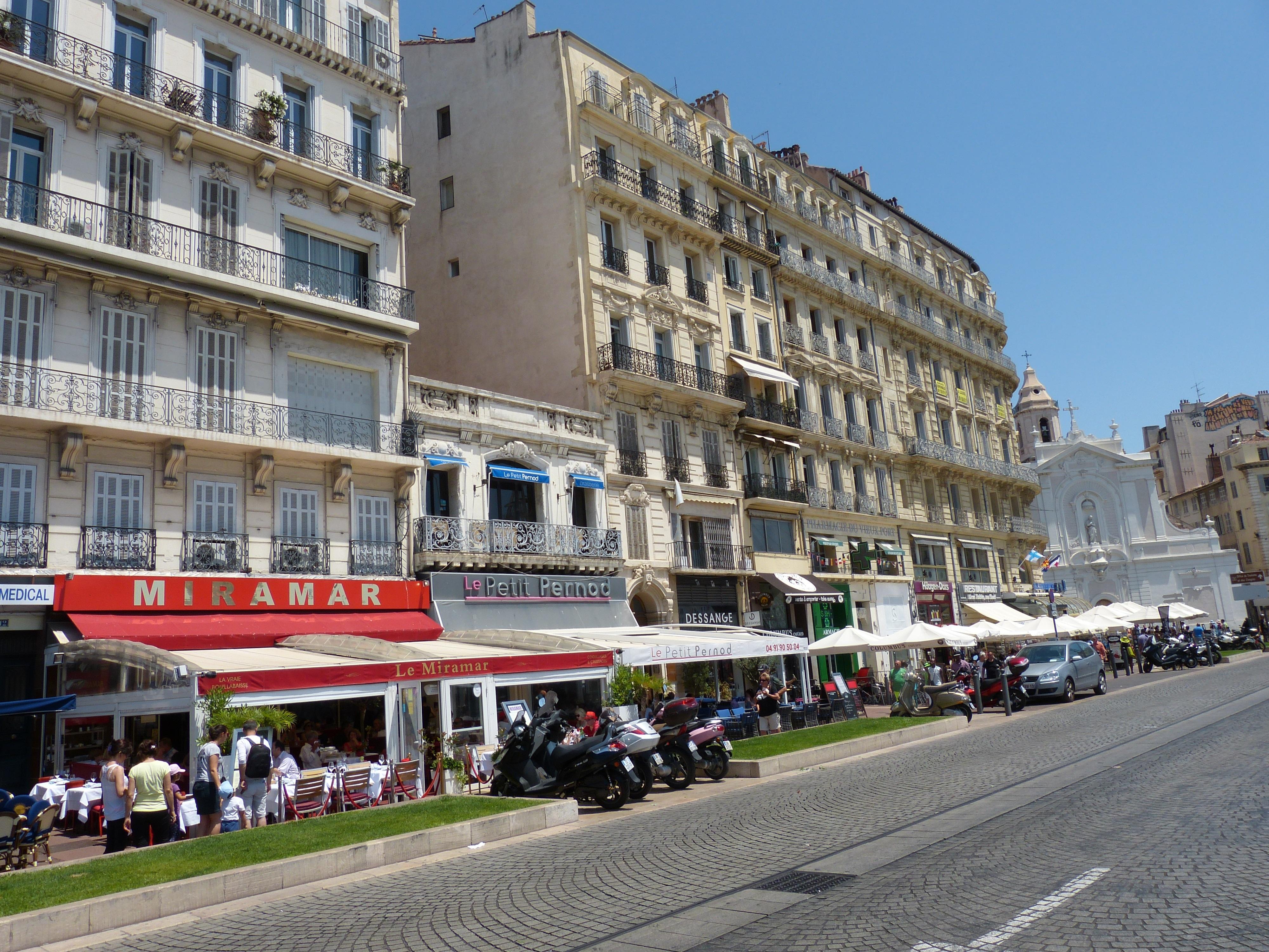 Курящие французы на улицах парижа фото что