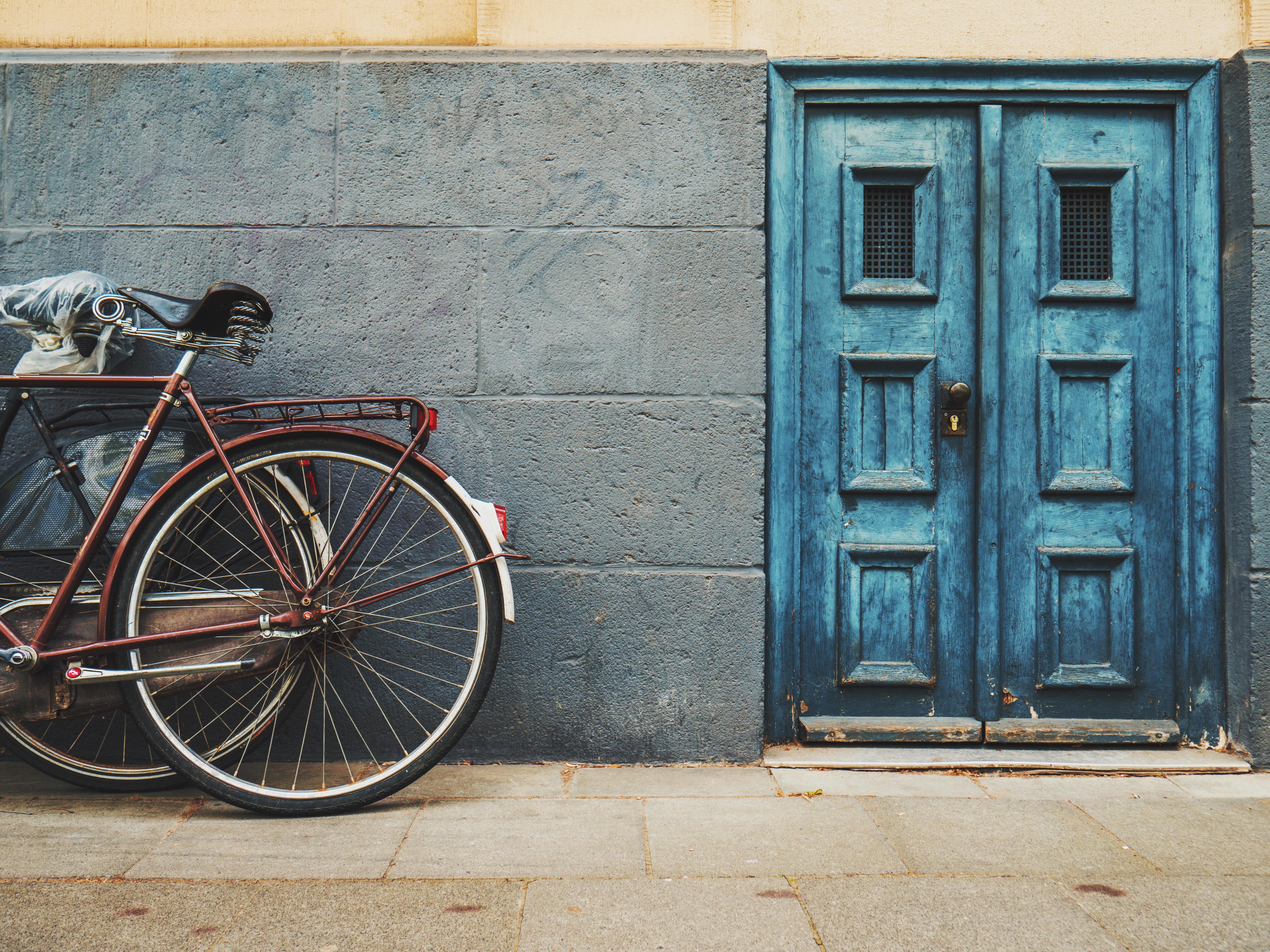 Kostenlose foto : Straße, Rad, Haus, Fenster, Gebäude, Fahrrad ...