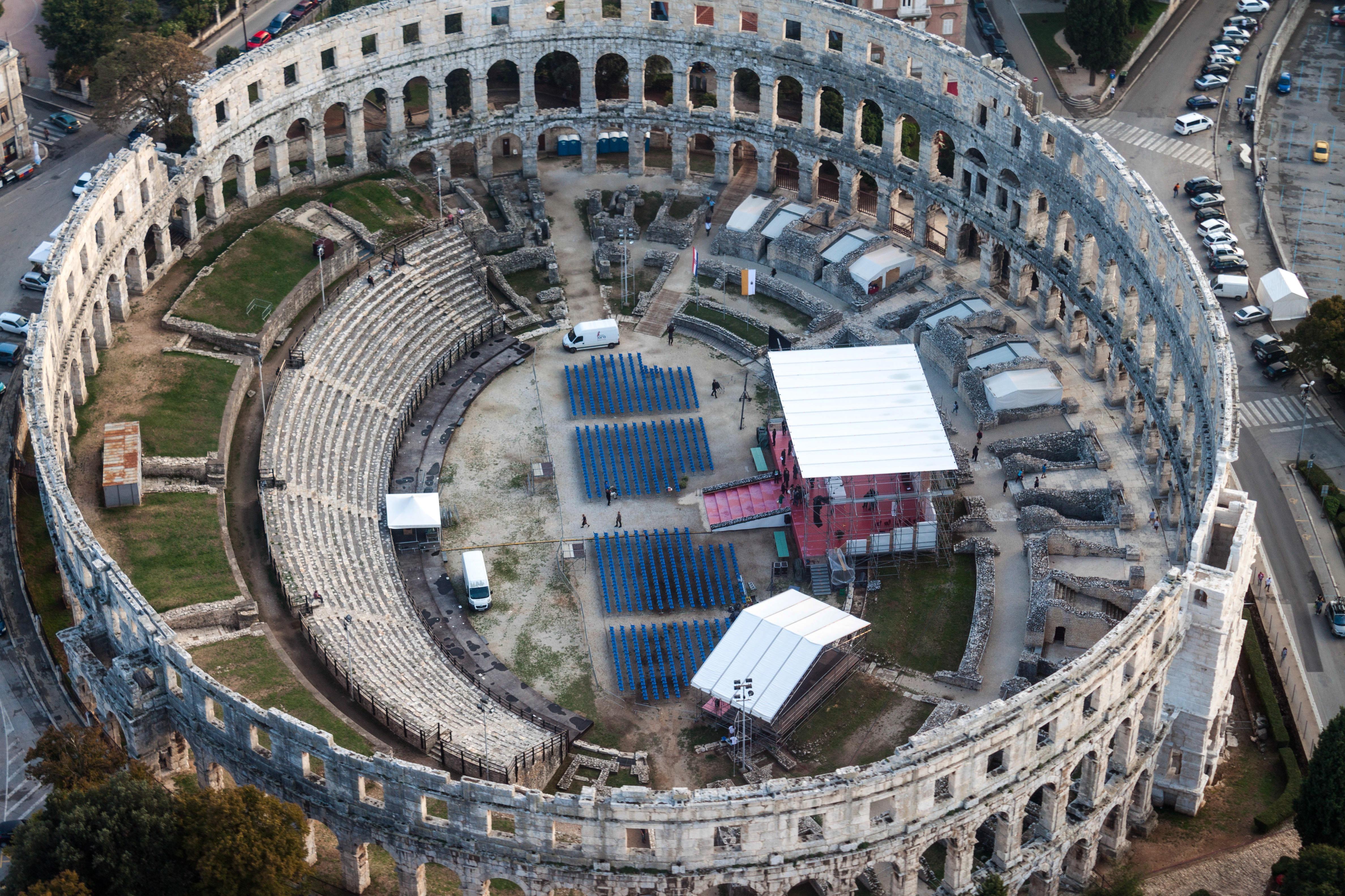 Fotos gratis : estructura, punto de referencia, estadio, arena, Croacia, anfiteatro, Pista de ...