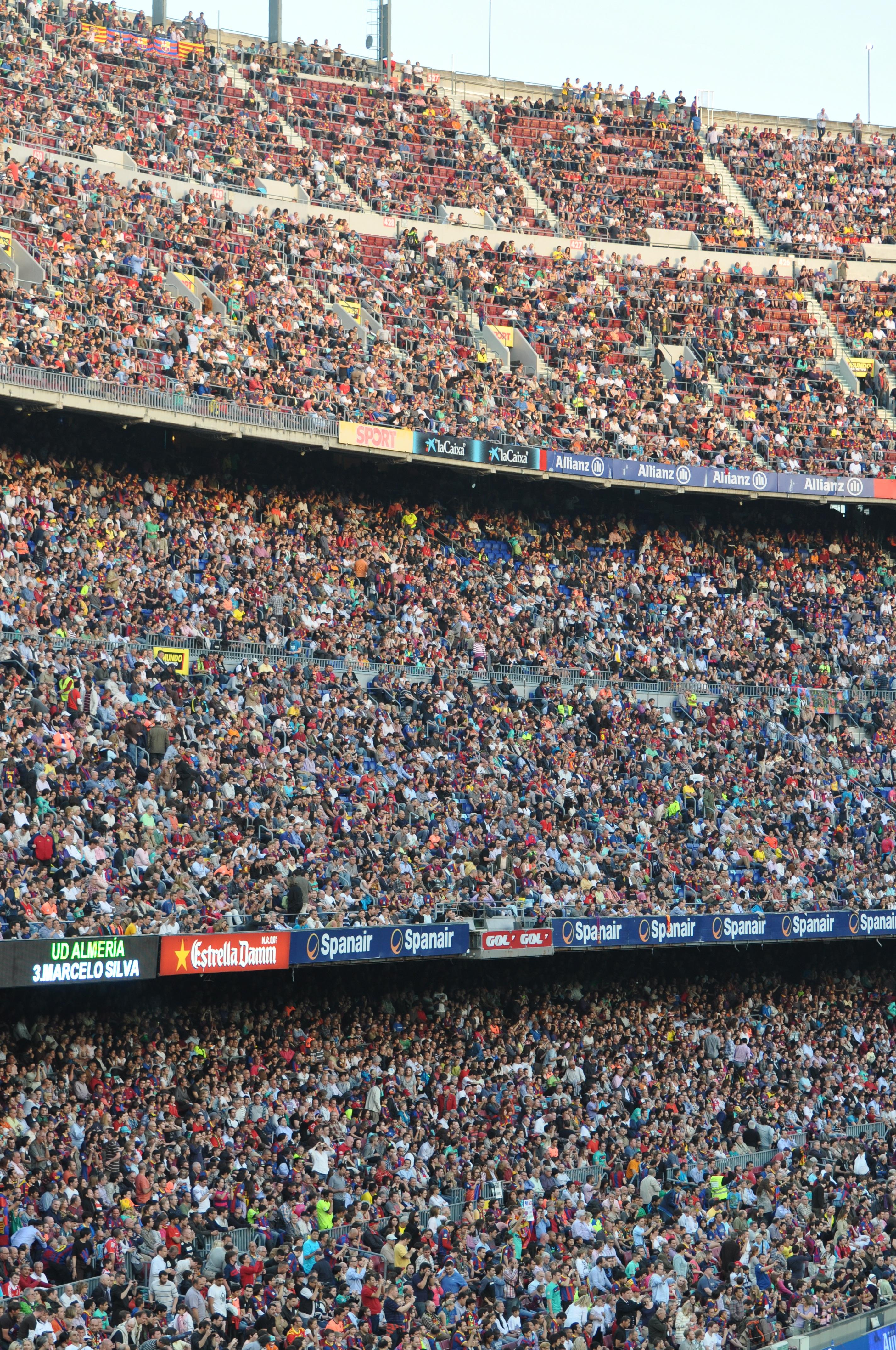 structure gens foule public Football Barcelone stade arène Espagne rencontre piste de course juste Ventilateurs photographie