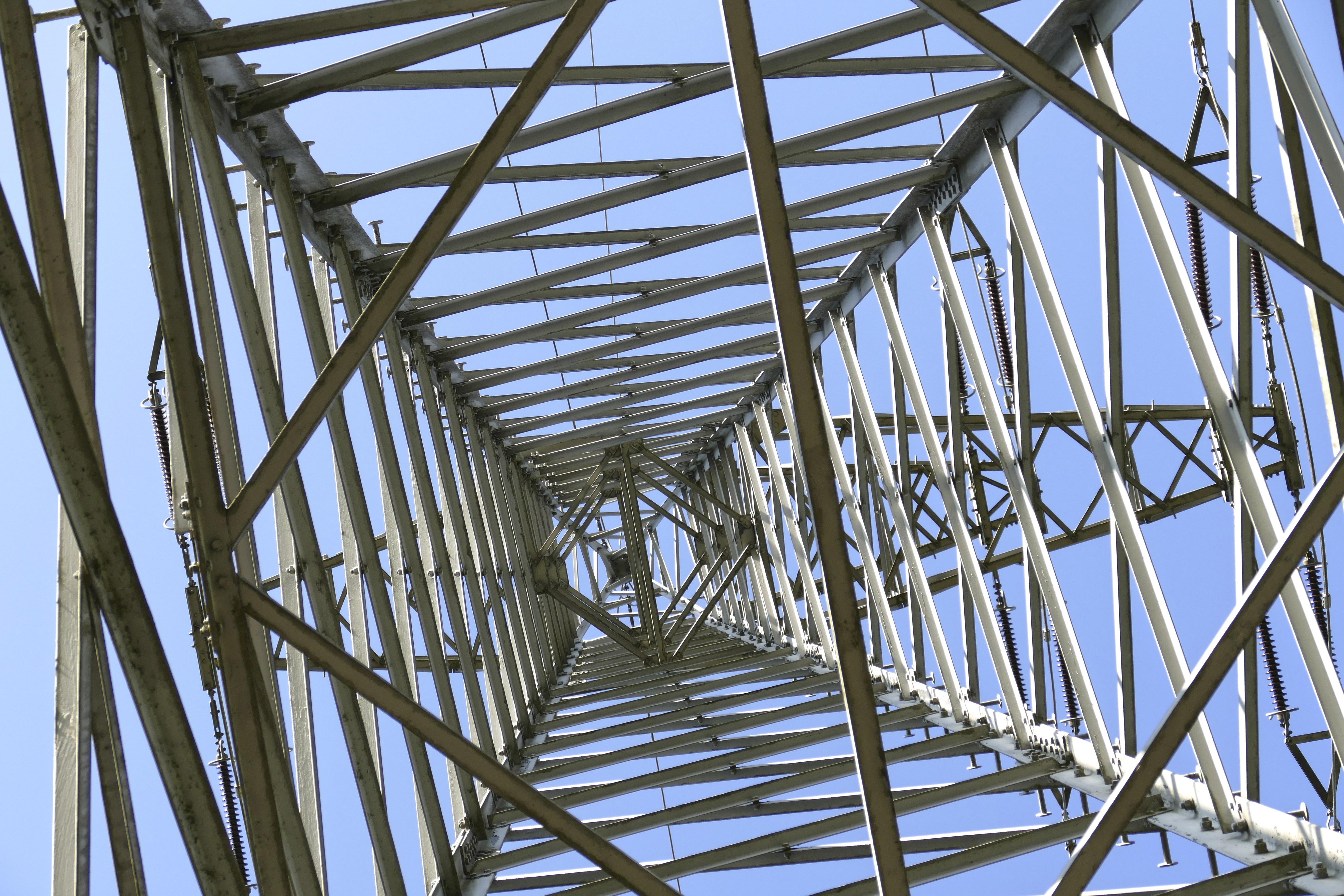 Fotos gratis : estructura, techo, línea, mástil, Alto voltaje ...