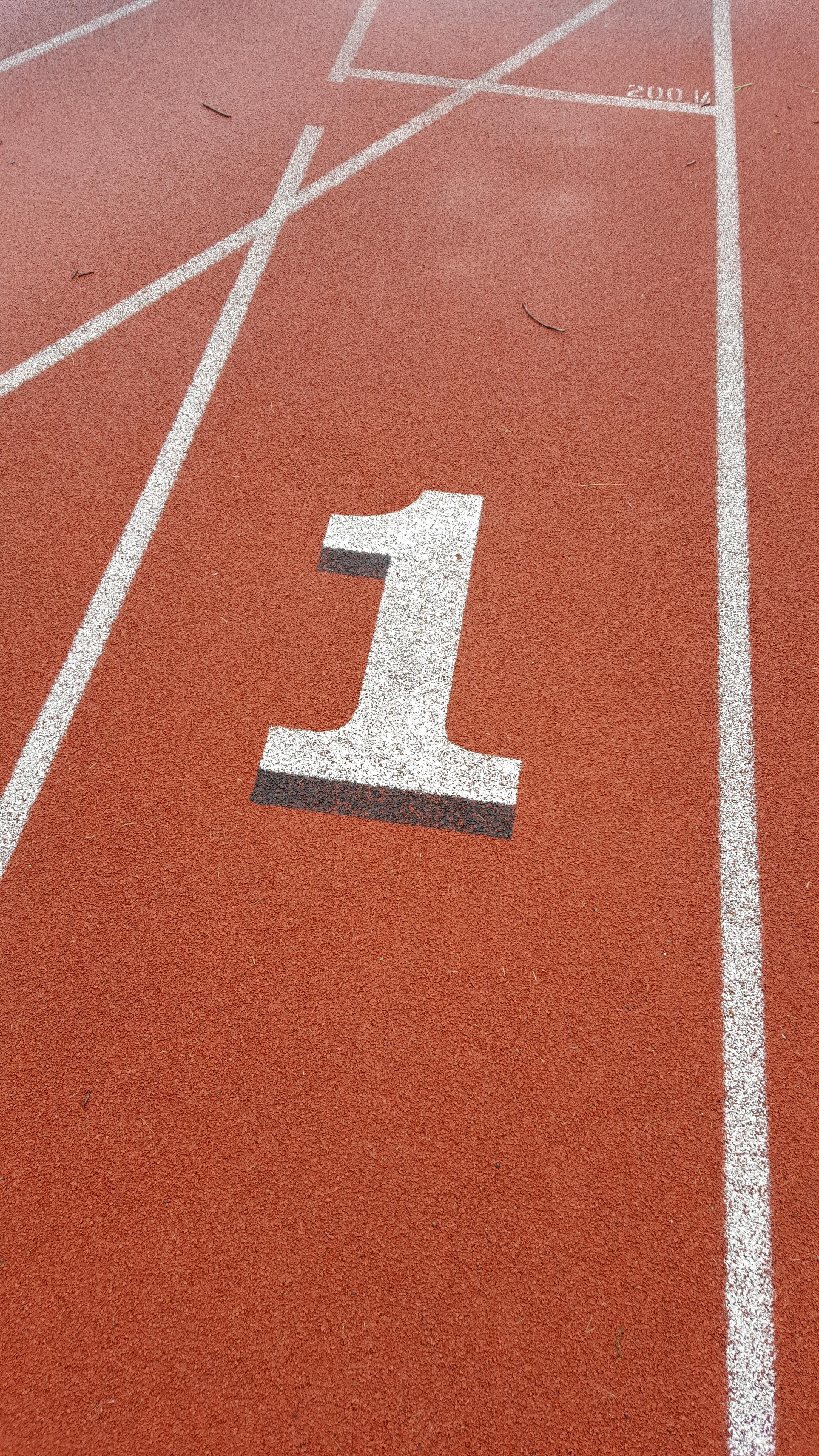 hình ảnh : kết cấu, Theo dõi, sàn nhà, đang chạy, con số, Nhựa đường, hàng, Đỏ, Lane, sân vận động, sân bóng chày, Đường đua, Chạy nước rút, Ván sàn, mặt ...