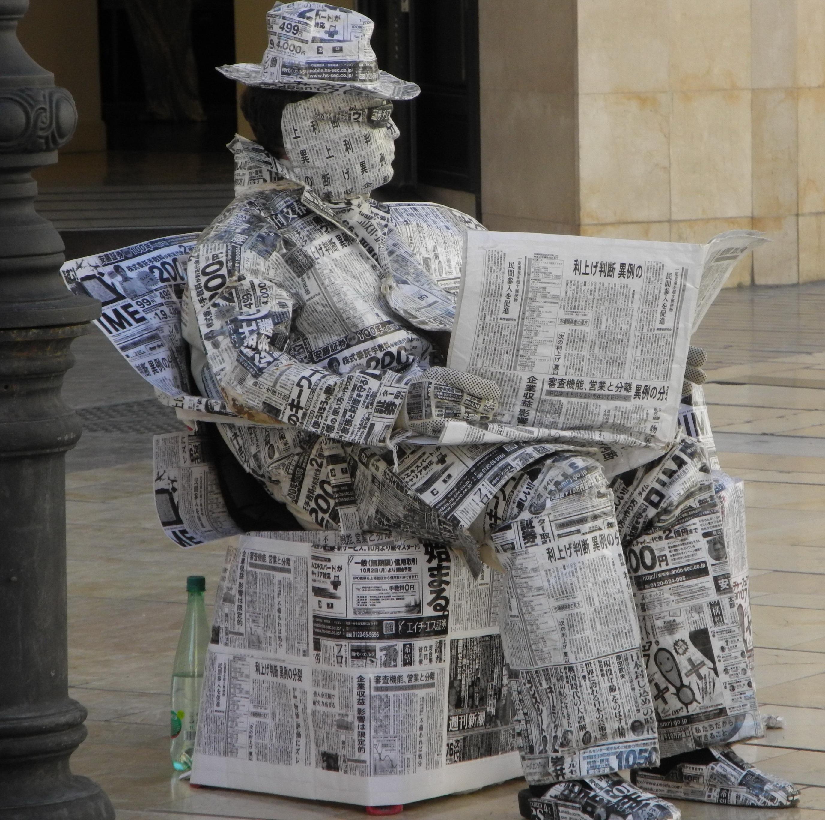 Читает газету картинки