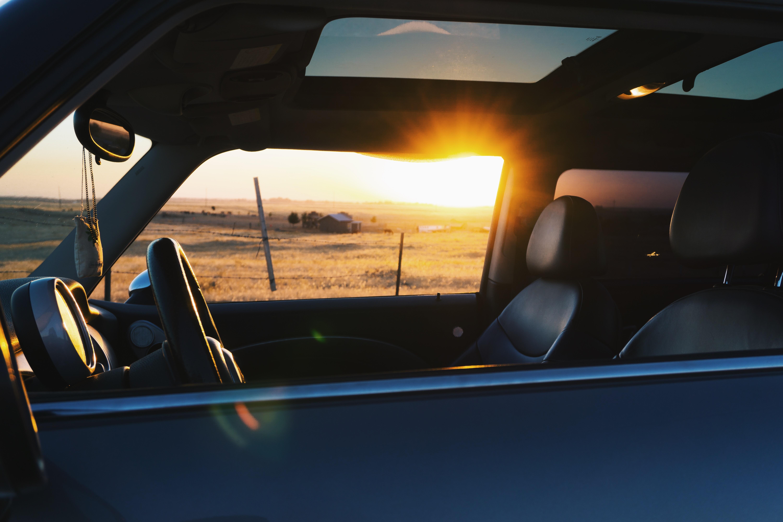 Images gratuites le coucher du soleil cuir roue for Fenetre voiture