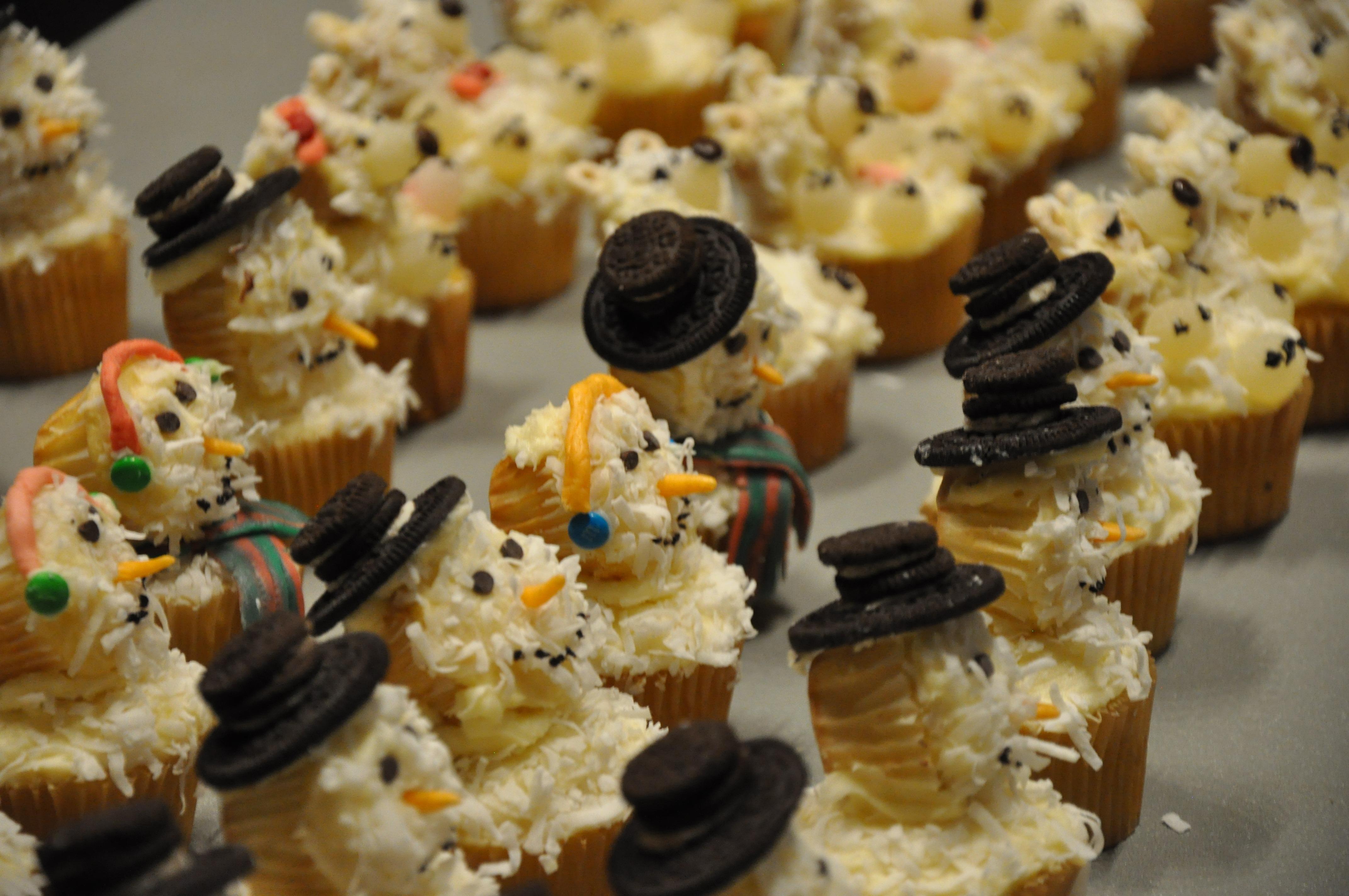 Free Images : sweet, celebration, decoration, holiday, fresh, junk, cupcake, baking, frosting, gourmet, christmas, dessert, indulgence, cream, delicious, ...