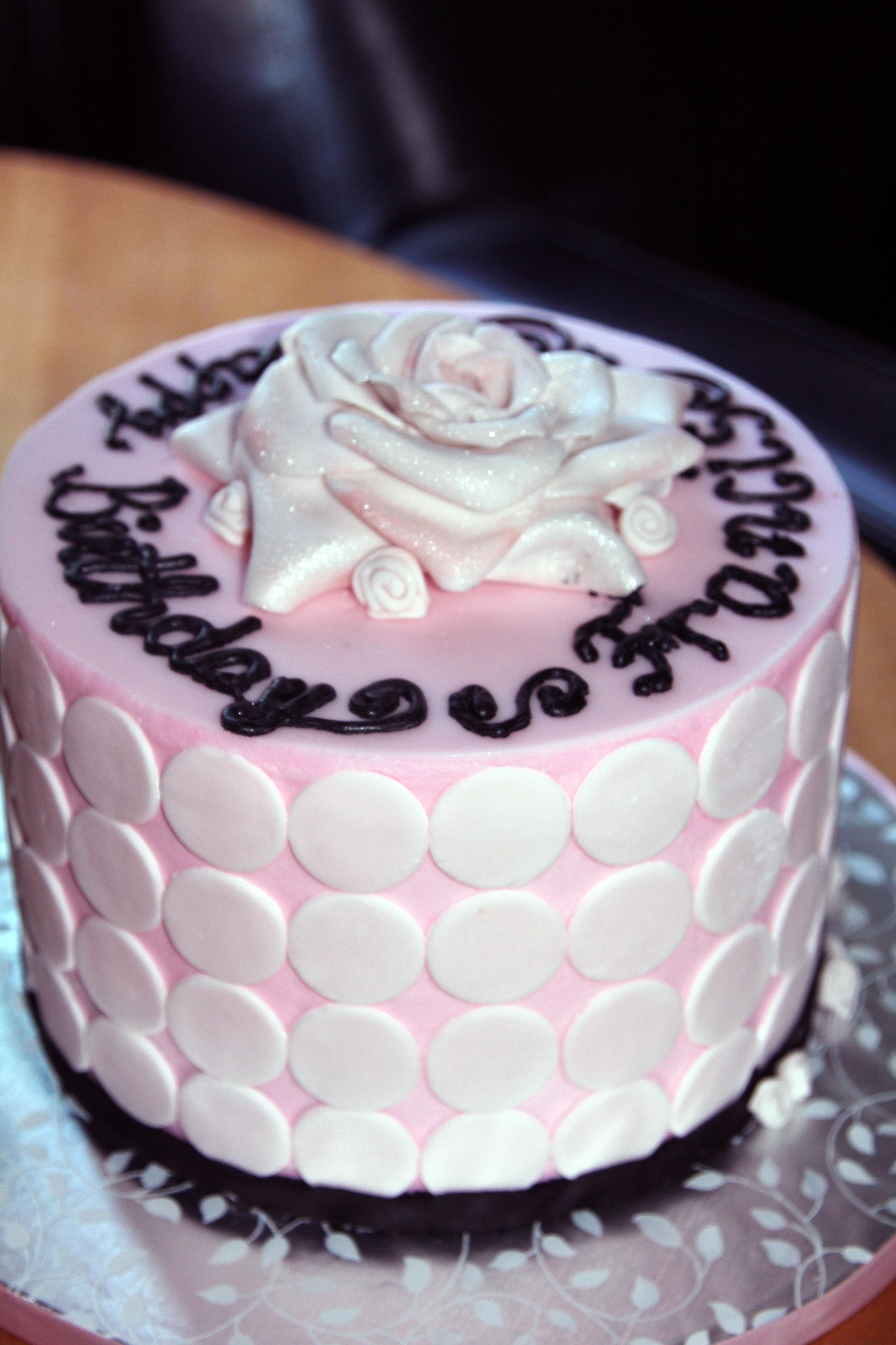 dulce celebracion comida rosado chocolate magdalena postre boda pastel pastel de cumpleaos azcar formacin de hielo