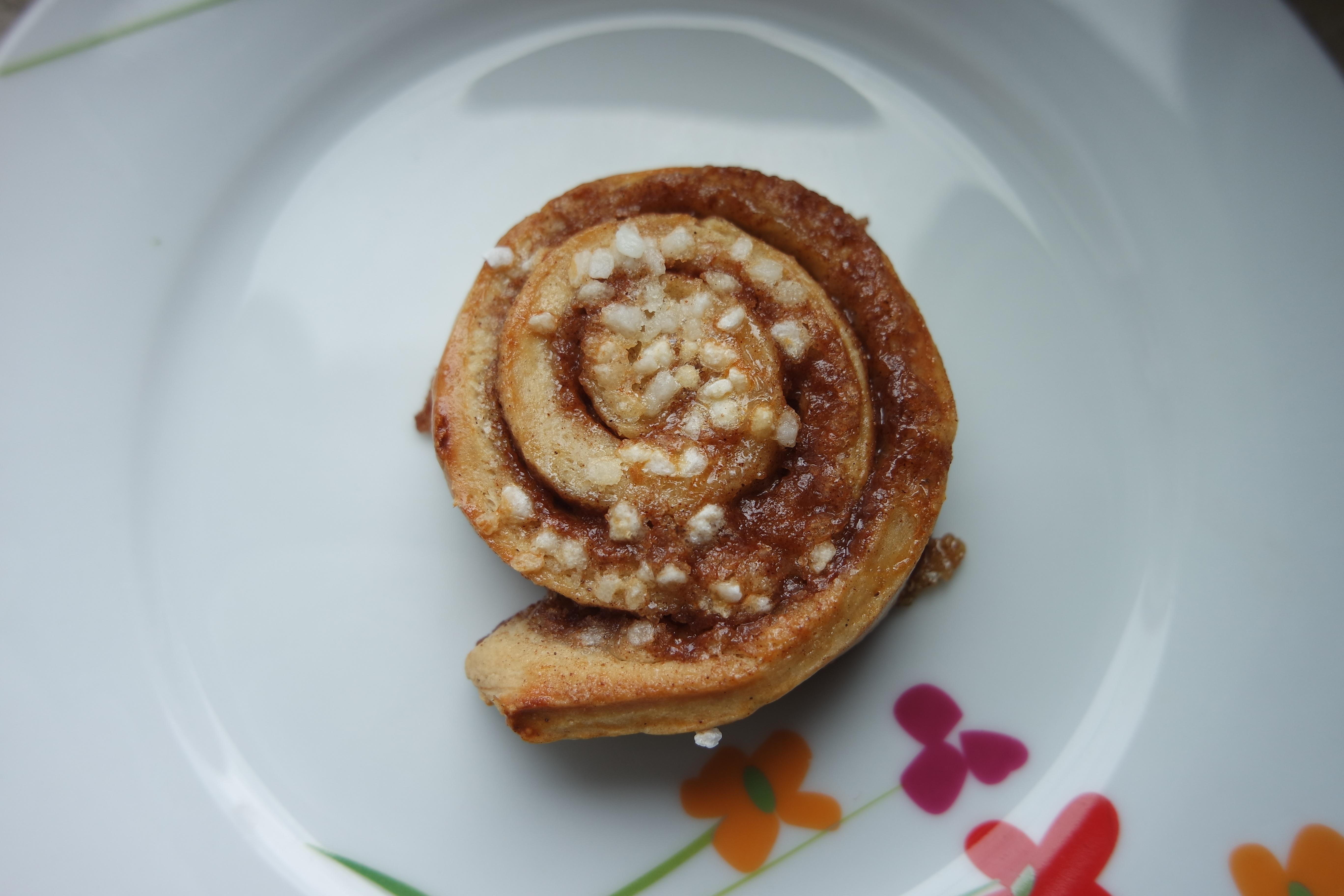 doux plat repas aliments produire déjeuner dessert cuisine cannelle des  pâtisseries Produits de boulangerie saveur snack