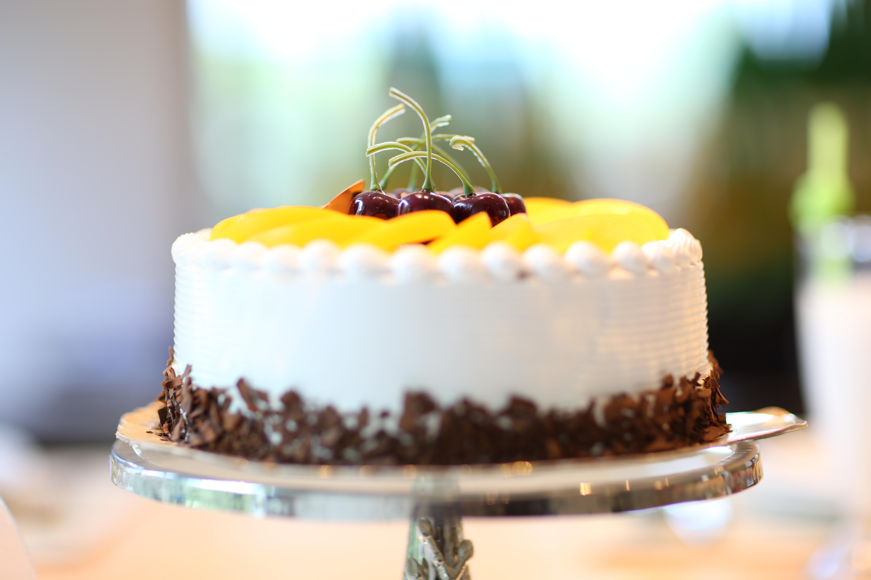 Images Gratuites  doux, aliments, Chocolat, dessert, indulgence, crème,  délicieux, Fait maison, Pâtisserie, gâteau d\u0027anniversaire, glaçage, fête,  fruits,