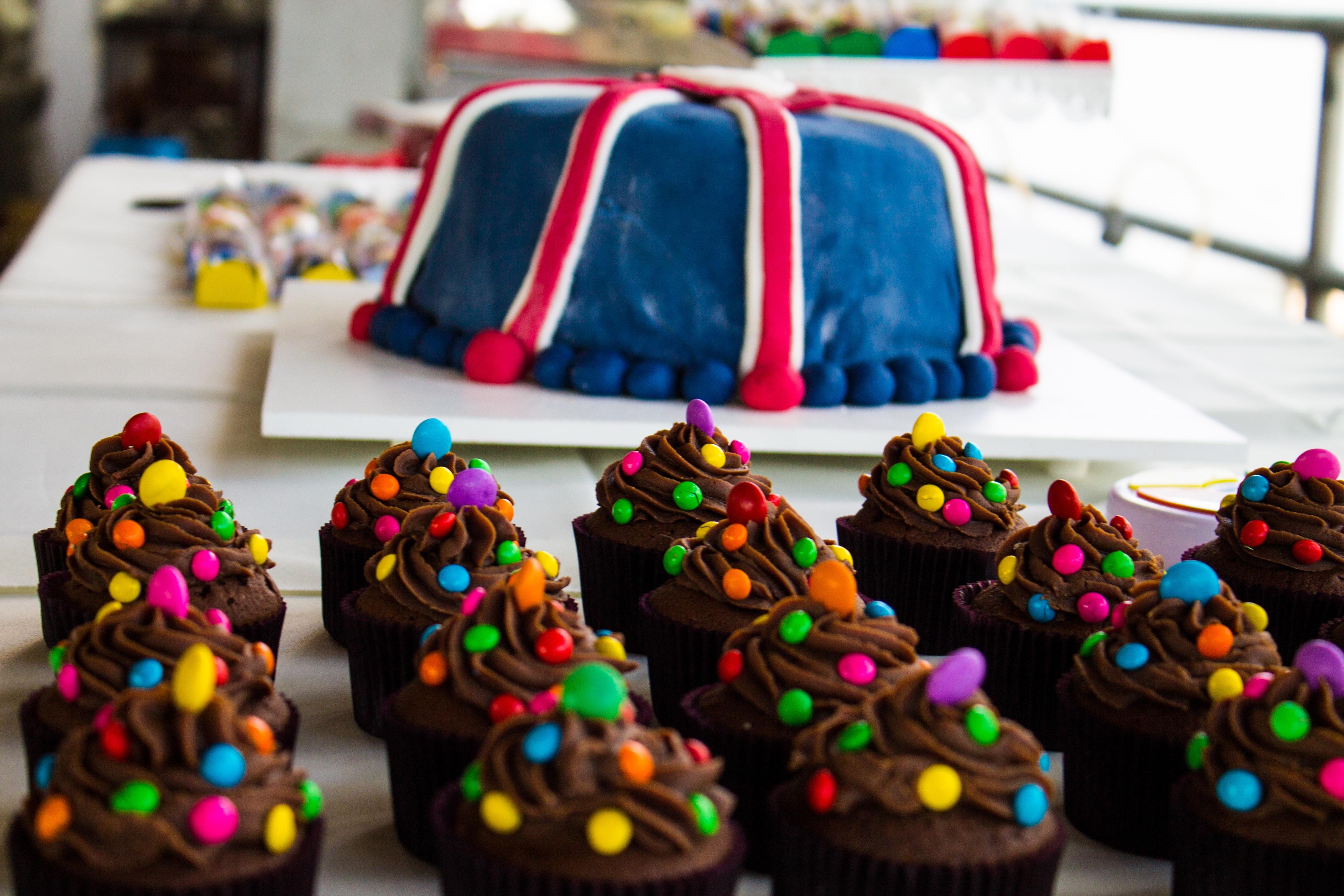 dulce comida color magdalena postre pastel formacin de hielo fiesta cumpleaos golosinas decoracin de pasteles