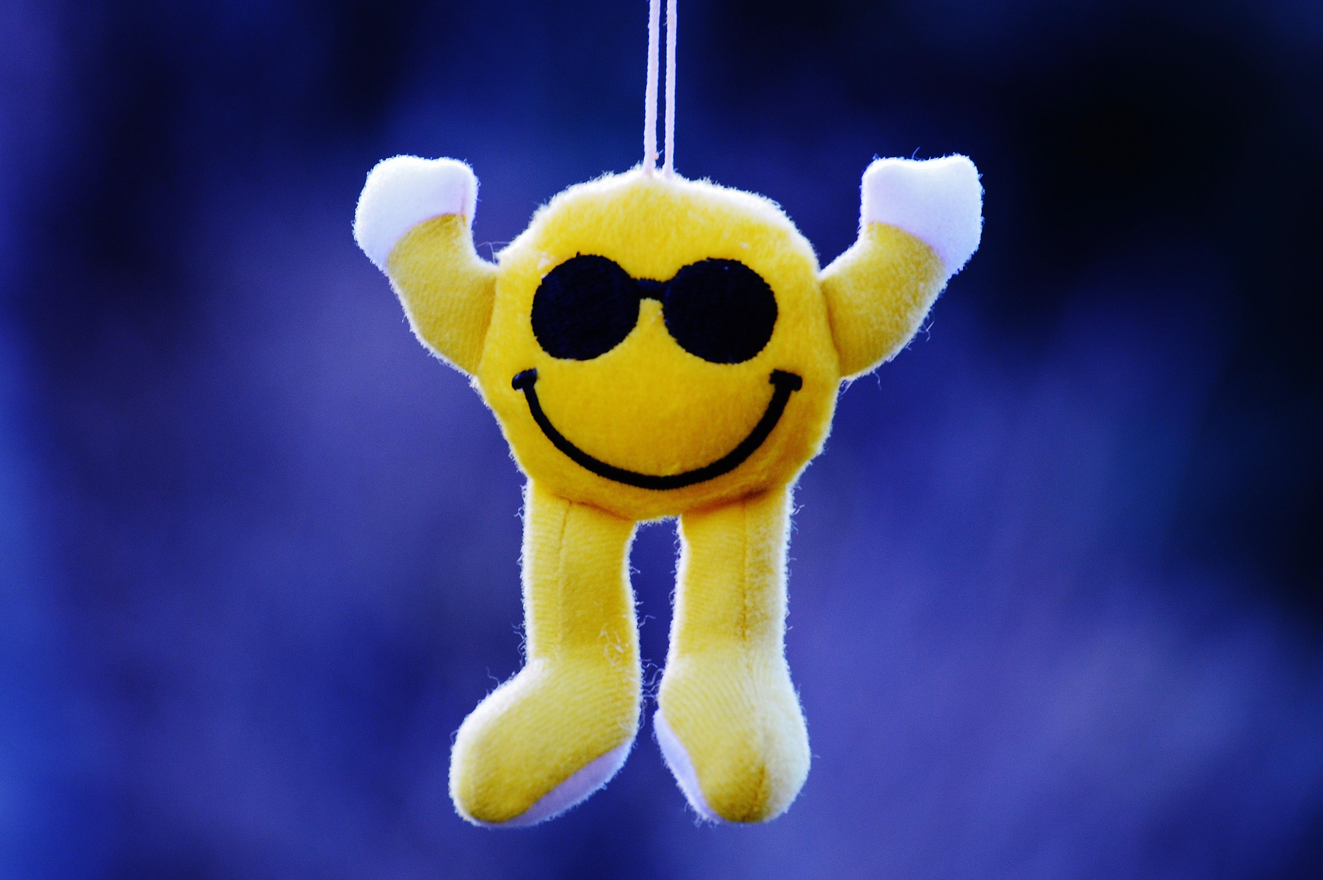 Gambar Manis Kuning Mainan Tertawa Produk Riang